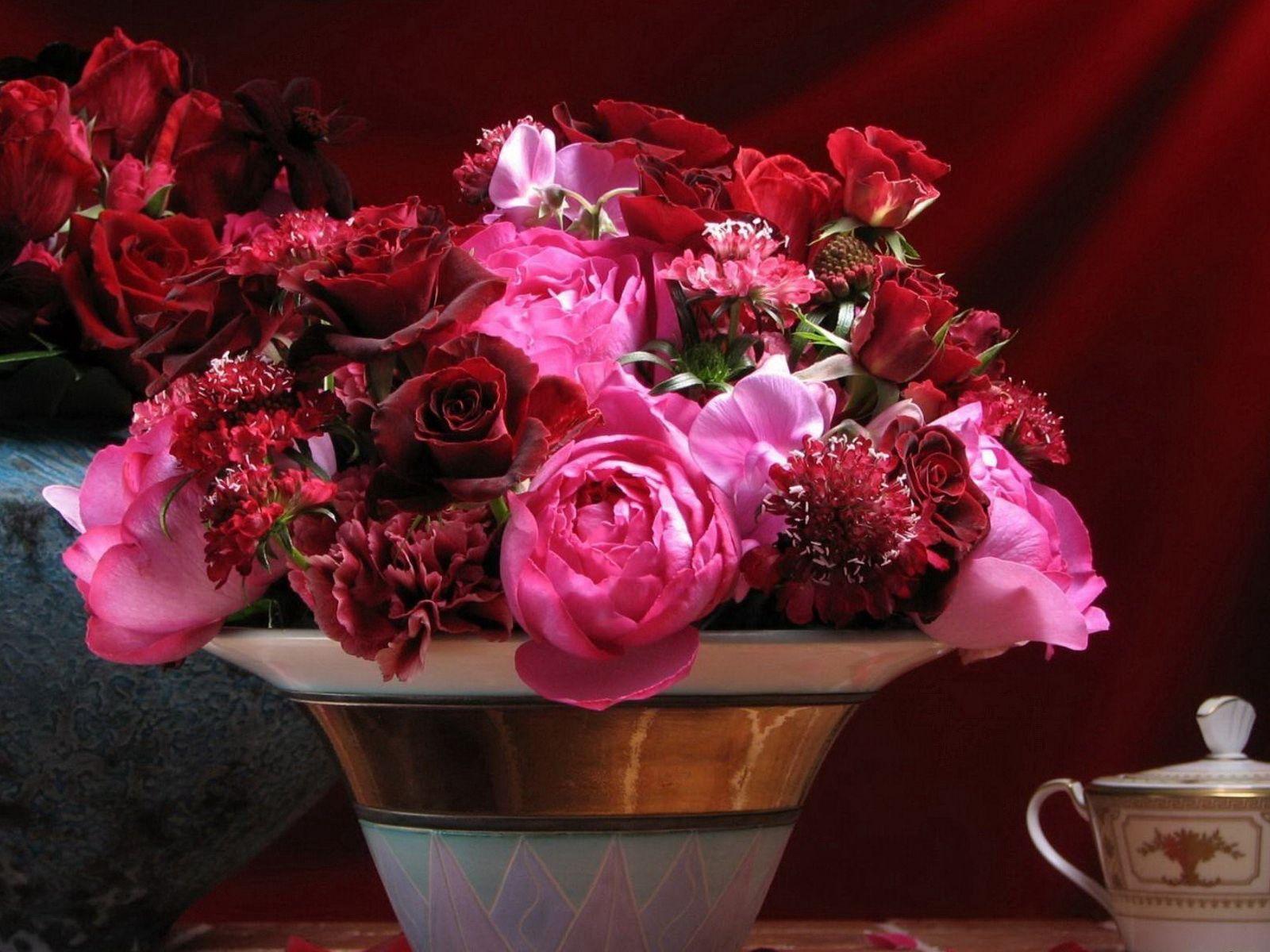 78562 Заставки и Обои Гвоздики на телефон. Скачать Цветы, Розы, Гвоздики, Лепестки, Букет, Стол, Ваза картинки бесплатно