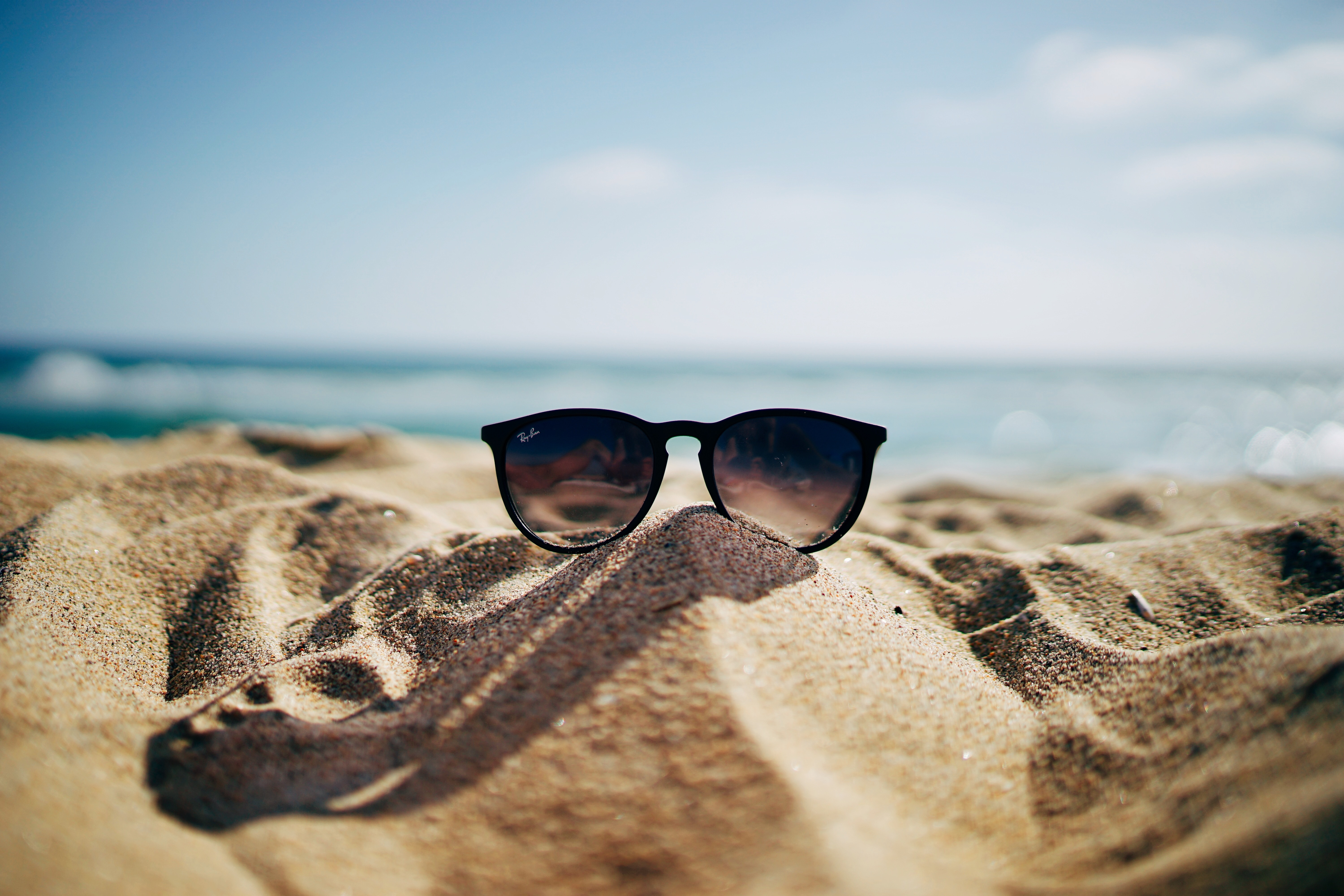 99500 download wallpaper Sea, Sand, Miscellanea, Miscellaneous, Glasses, Spectacles, Sunglasses screensavers and pictures for free