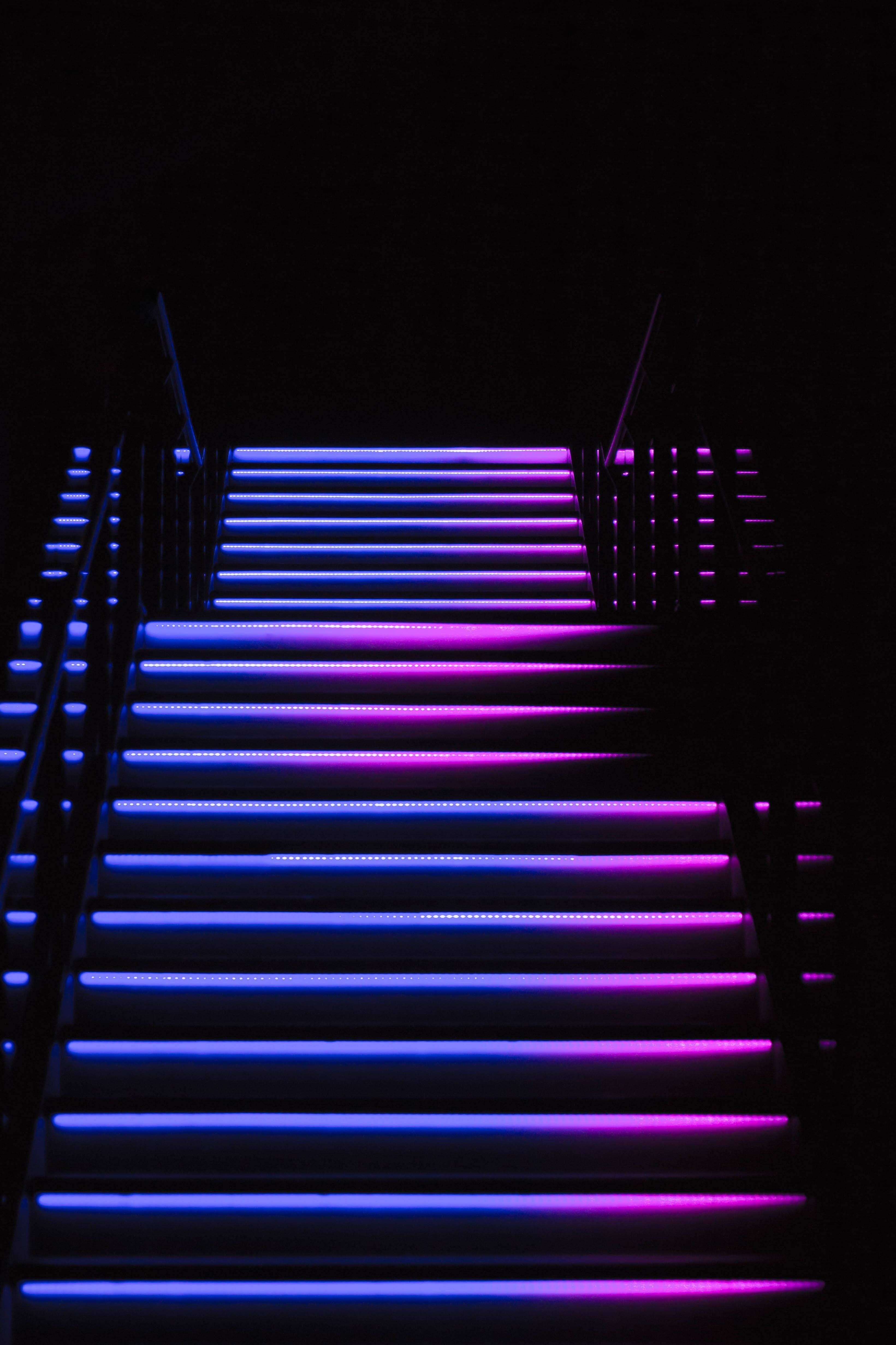 112265 papel de parede 720x1520 em seu telefone gratuitamente, baixe imagens Violeta, Escuro, Luz De Fundo, Iluminação, Escadaria, Escada, Roxo, Passos 720x1520 em seu celular