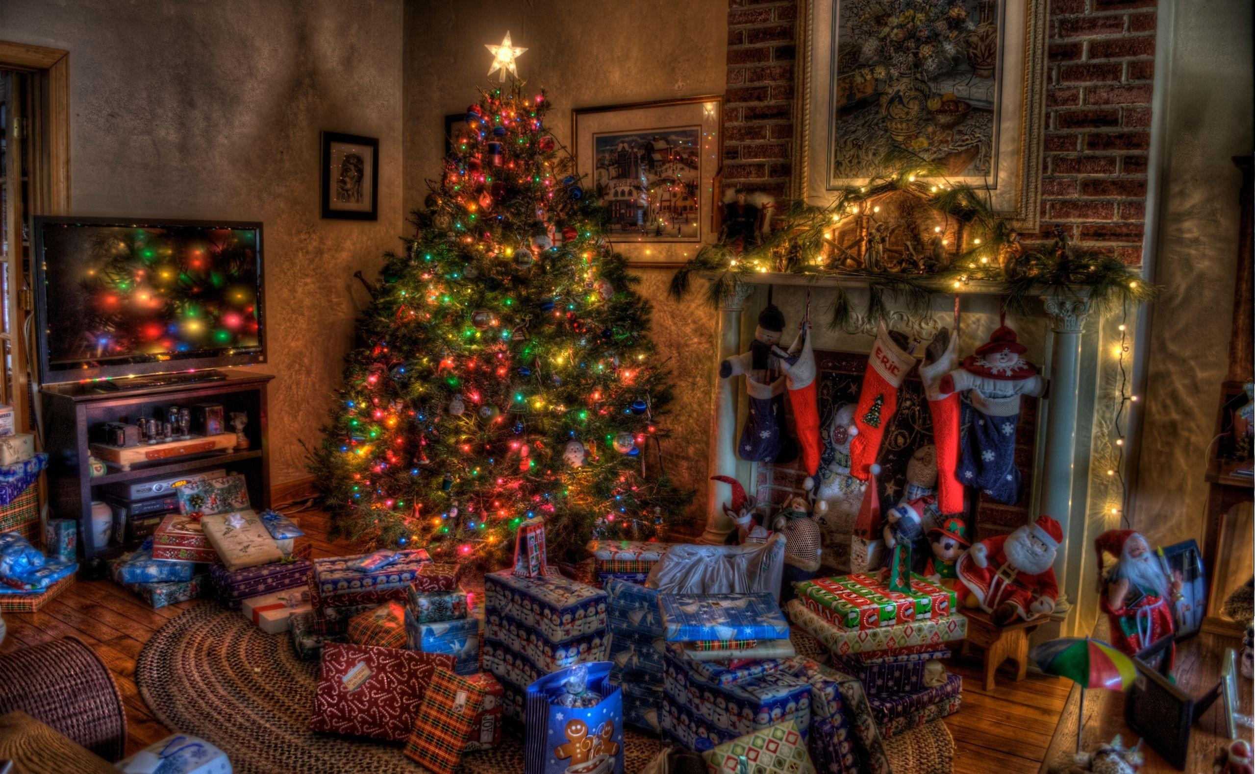 80460 Screensavers and Wallpapers Toys for phone. Download Holidays, Toys, Christmas, Holiday, House, Christmas Tree, Coziness, Comfort, Fireplace, Presents, Gifts, Stockings pictures for free