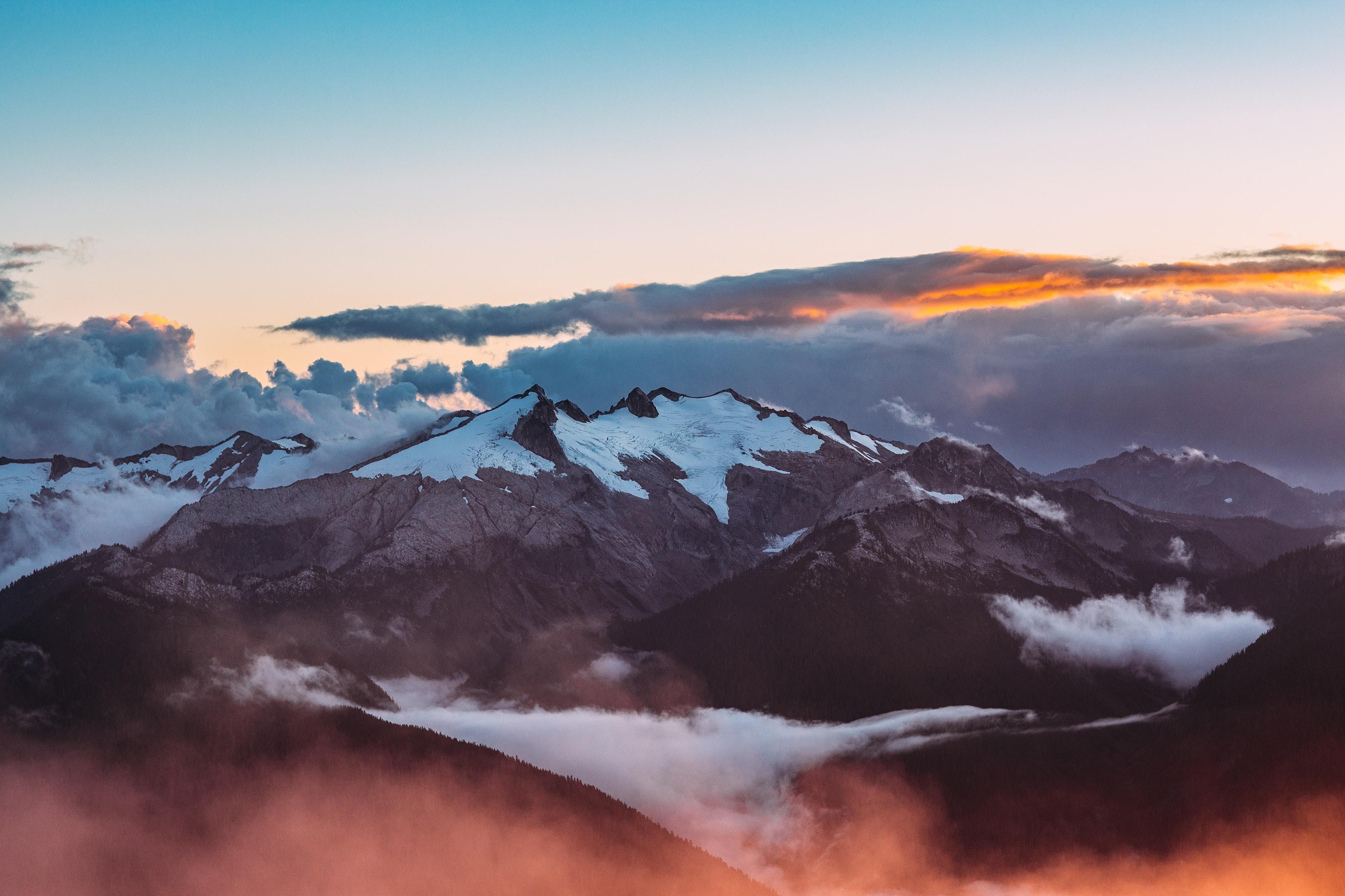 61785 Hintergrundbild 1024x768 kostenlos auf deinem Handy, lade Bilder Landschaft, Natur, Mountains, Clouds, Schneebedeckt, Snowbound, Gebirge, Bergkette 1024x768 auf dein Handy herunter