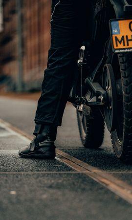 157825 télécharger le fond d'écran Moto, Motocyclette, Motocycliste, Jambe, Bicyclette, Vélo, Le Noir - économiseurs d'écran et images gratuitement