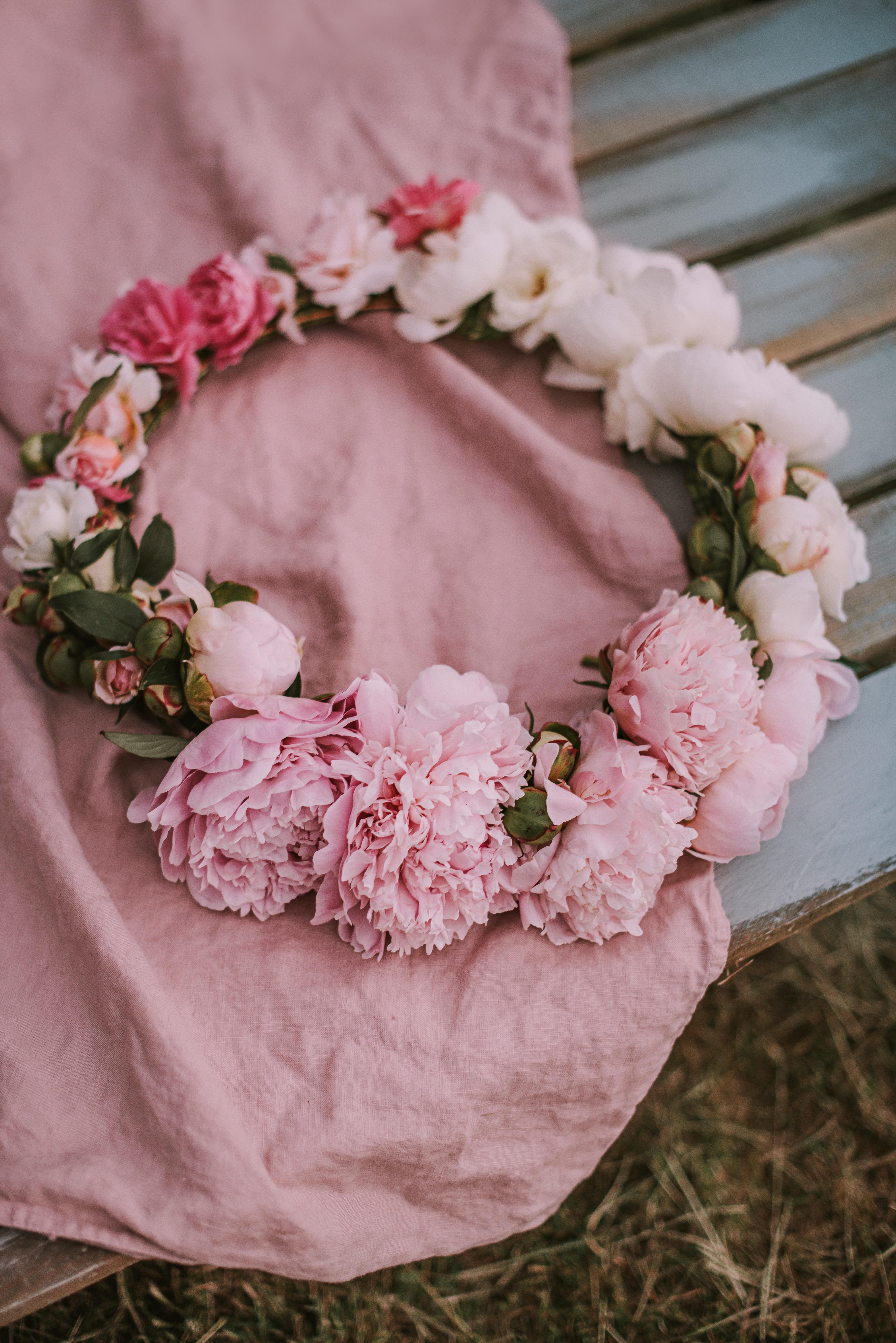 121074 скачать обои Пионы, Цветы, Розовый, Венок - заставки и картинки бесплатно
