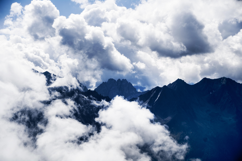 142929 descargar fondo de pantalla Naturaleza, Nubes, Vértice, Arriba, Cielo, Montañas: protectores de pantalla e imágenes gratis