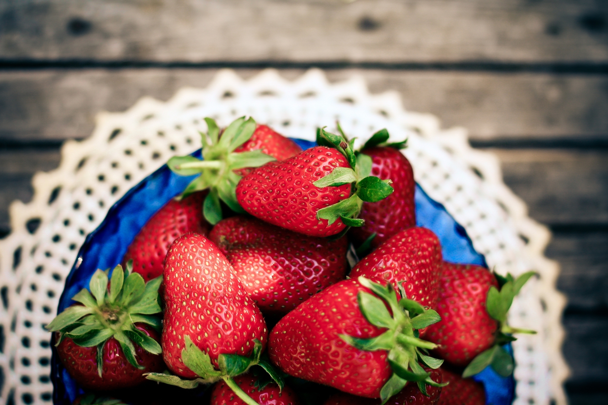 57705 download wallpaper Food, Strawberry, Berries, Plate, Napkin screensavers and pictures for free