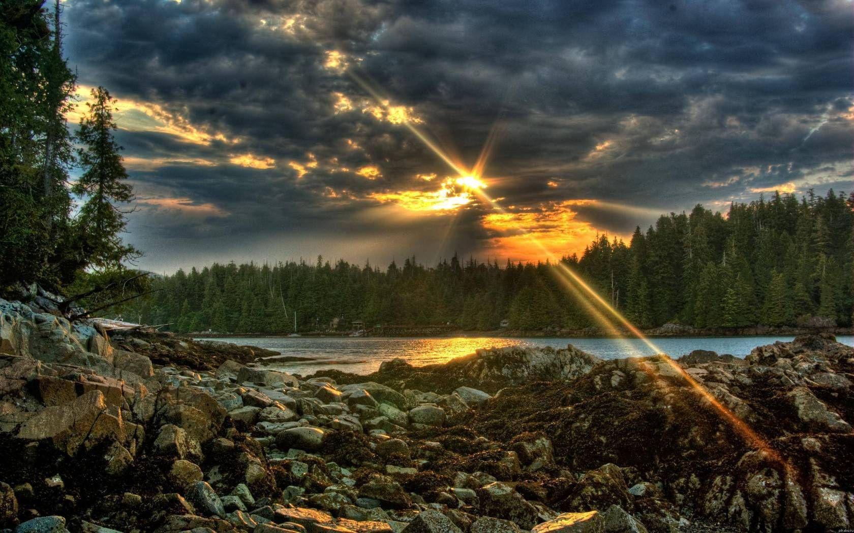 66568壁紙のダウンロード自然, ストーンズ, イブニング, 夕方, ビーム, 光線, 雲, 森林, 森, 湖, 主に曇り, どんよりした, サン-スクリーンセーバーと写真を無料で