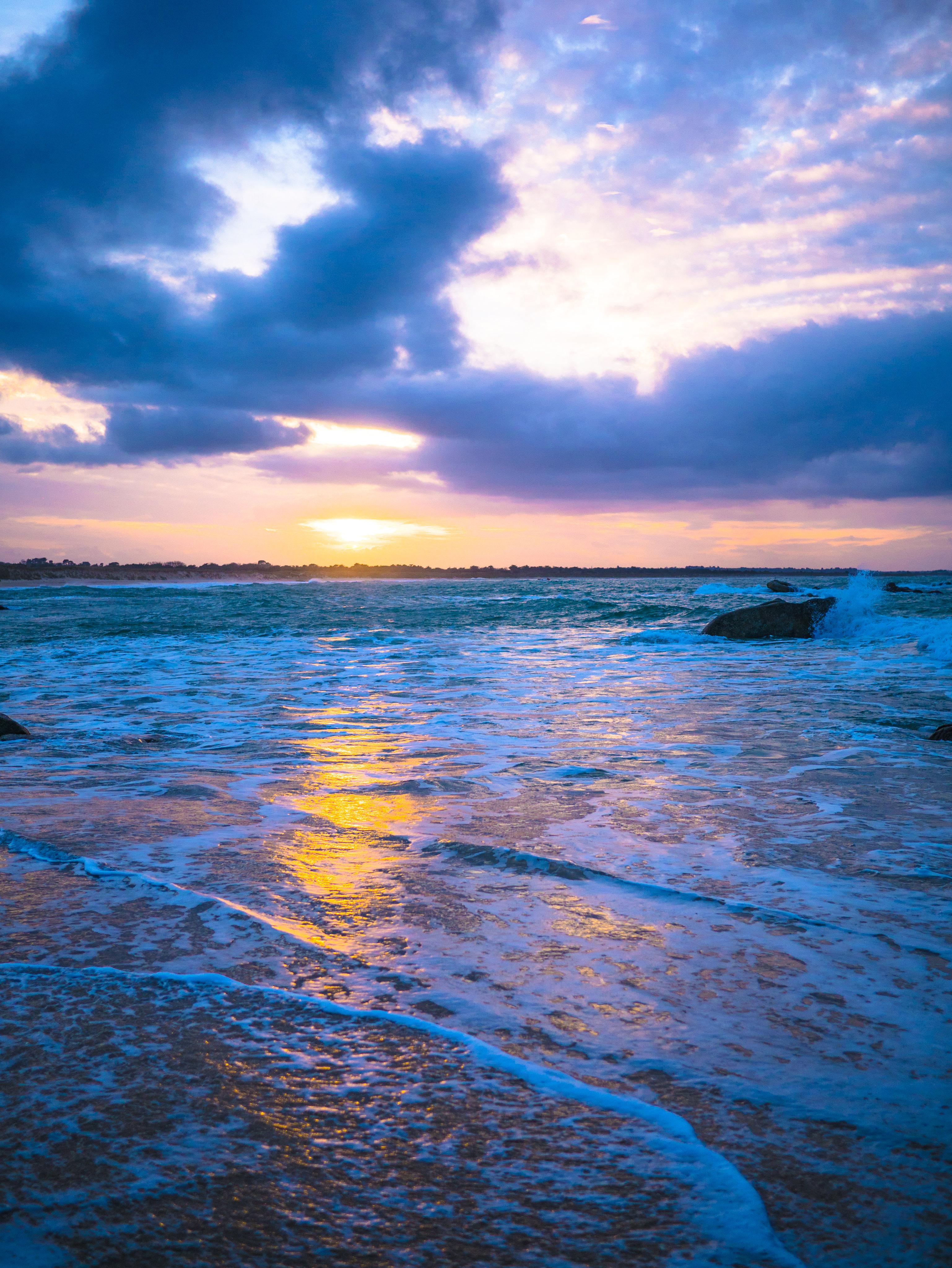129092 télécharger le fond d'écran Nature, Coucher De Soleil, Mer, Crépuscule, Côte, Éblouissement, Éclat - économiseurs d'écran et images gratuitement