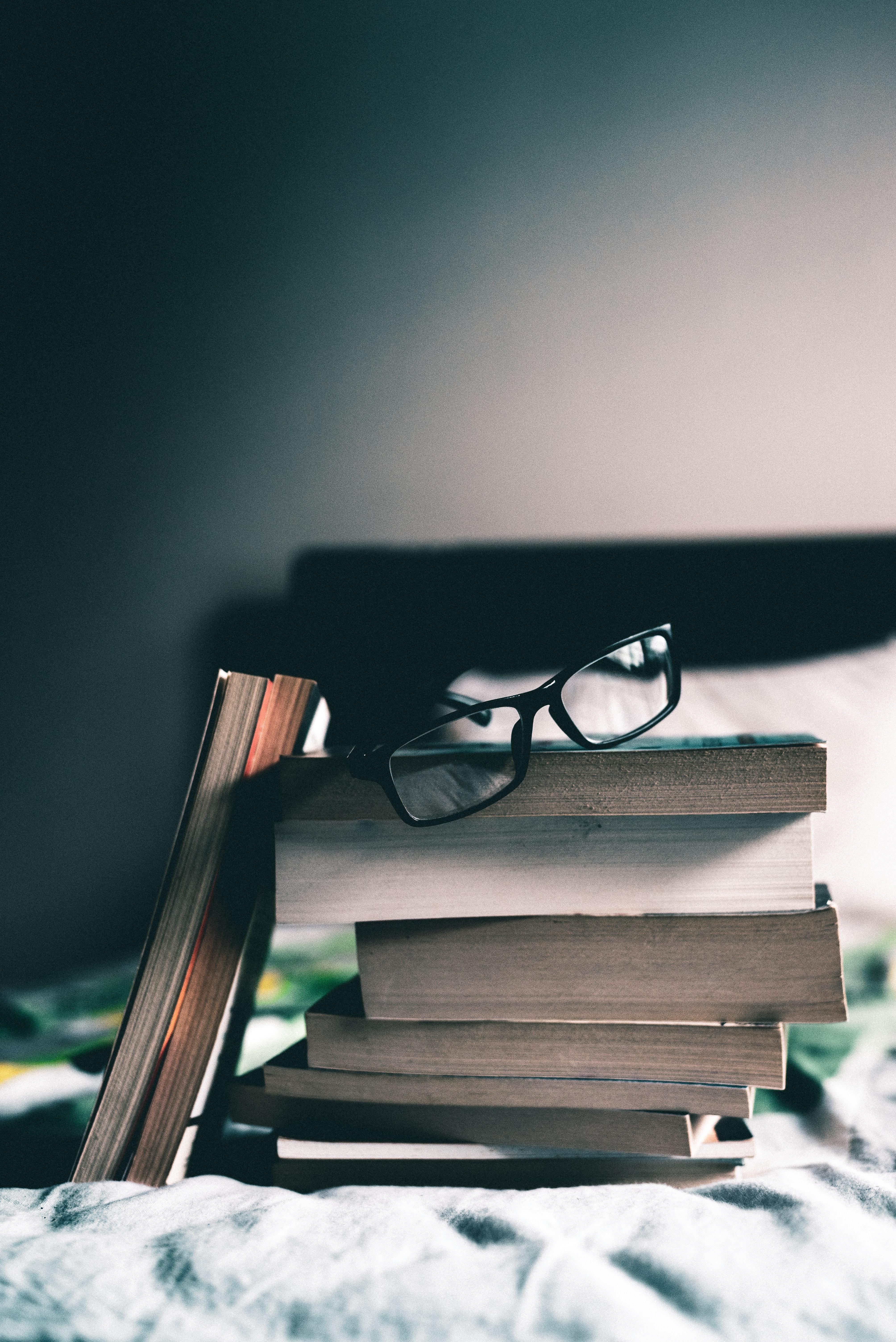 110221 Заставки и Обои Книги на телефон. Скачать Книги, Разное, Очки, Чтение, Стопка картинки бесплатно