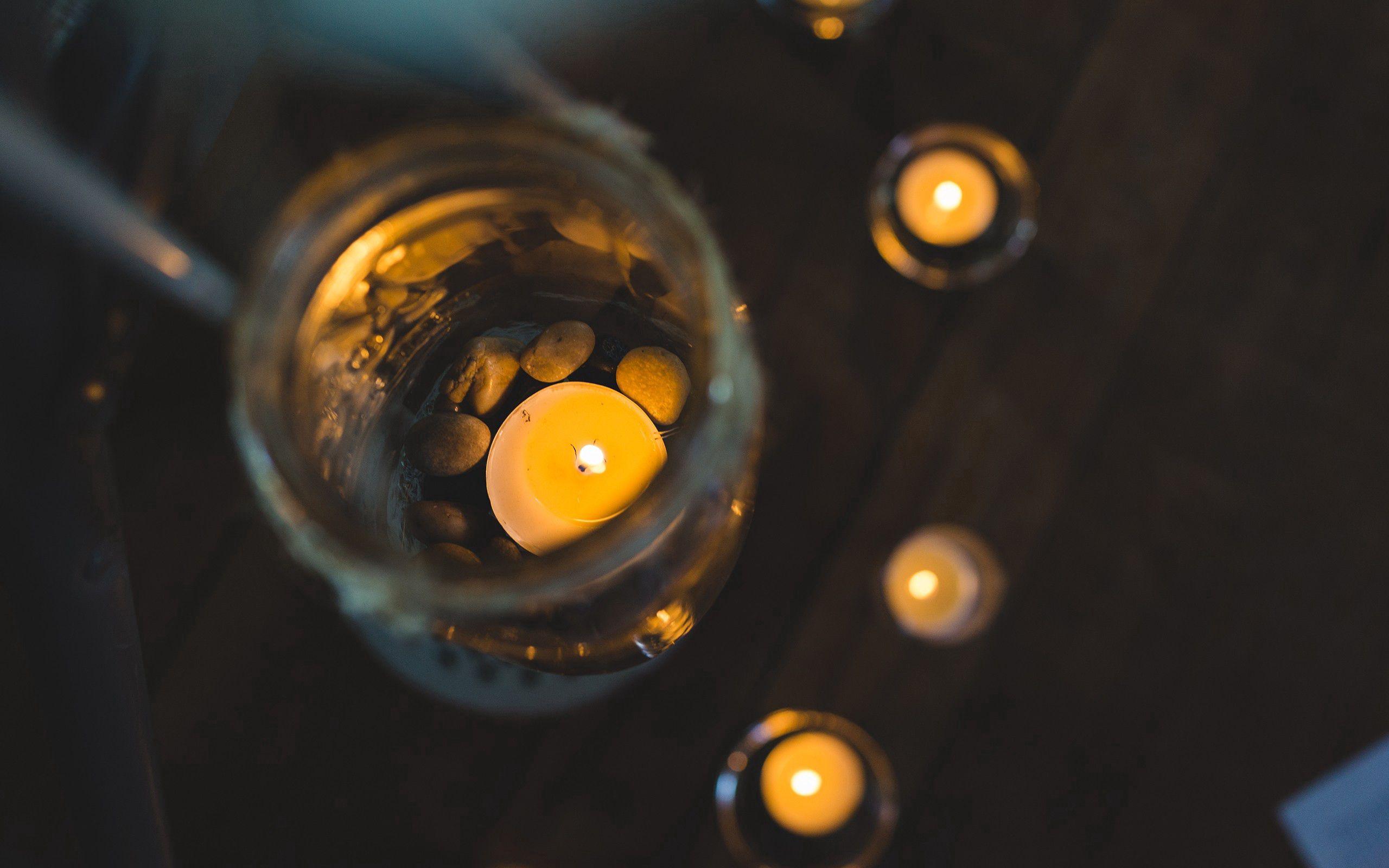 135877 Hintergrundbild herunterladen Kerzen, Bank, Scheinen, Licht, Verschiedenes, Sonstige, Glas, Jar - Bildschirmschoner und Bilder kostenlos