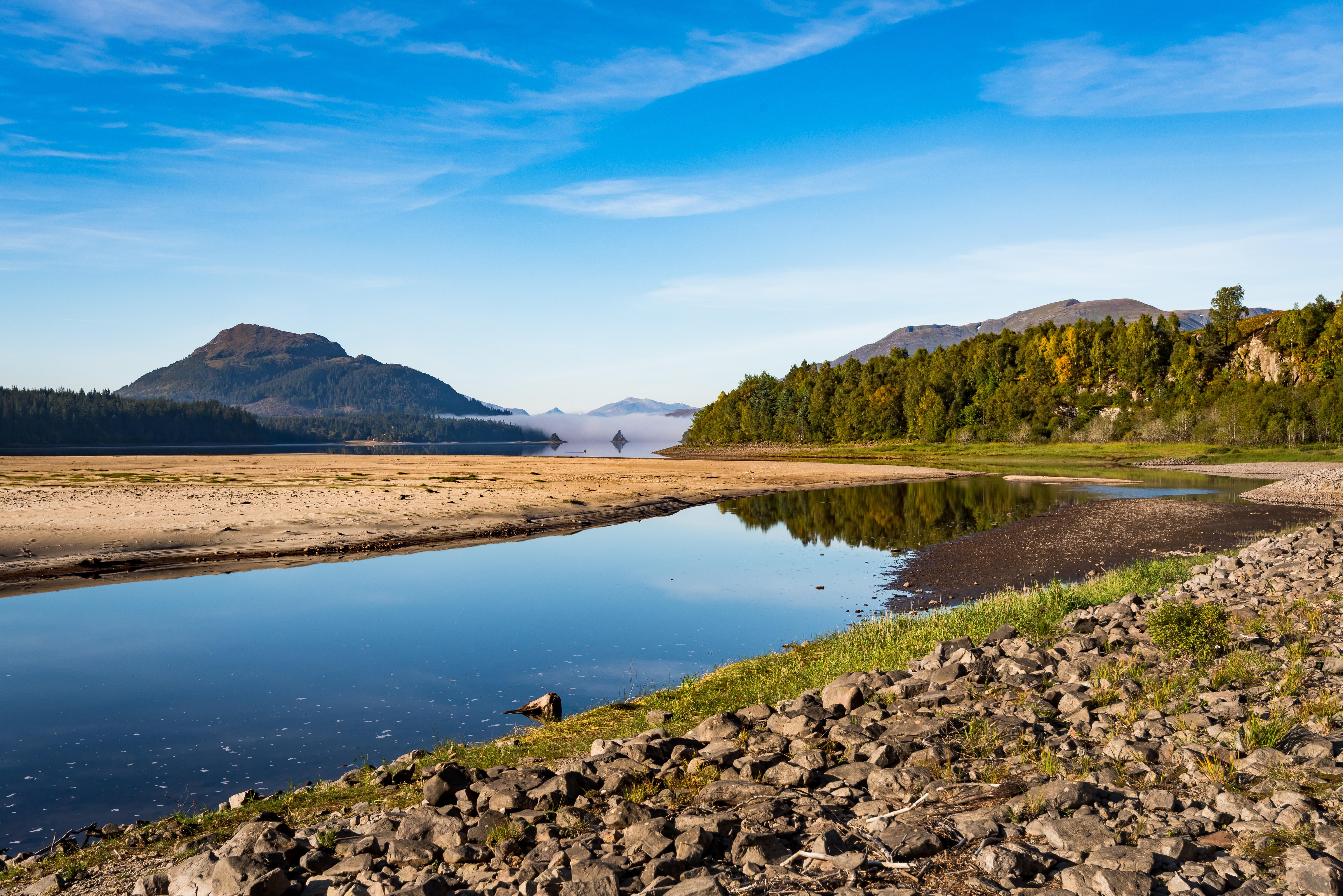103511 Hintergrundbild 240x400 kostenlos auf deinem Handy, lade Bilder Natur, Flüsse, Mountains, Sand, Küste, Wald 240x400 auf dein Handy herunter