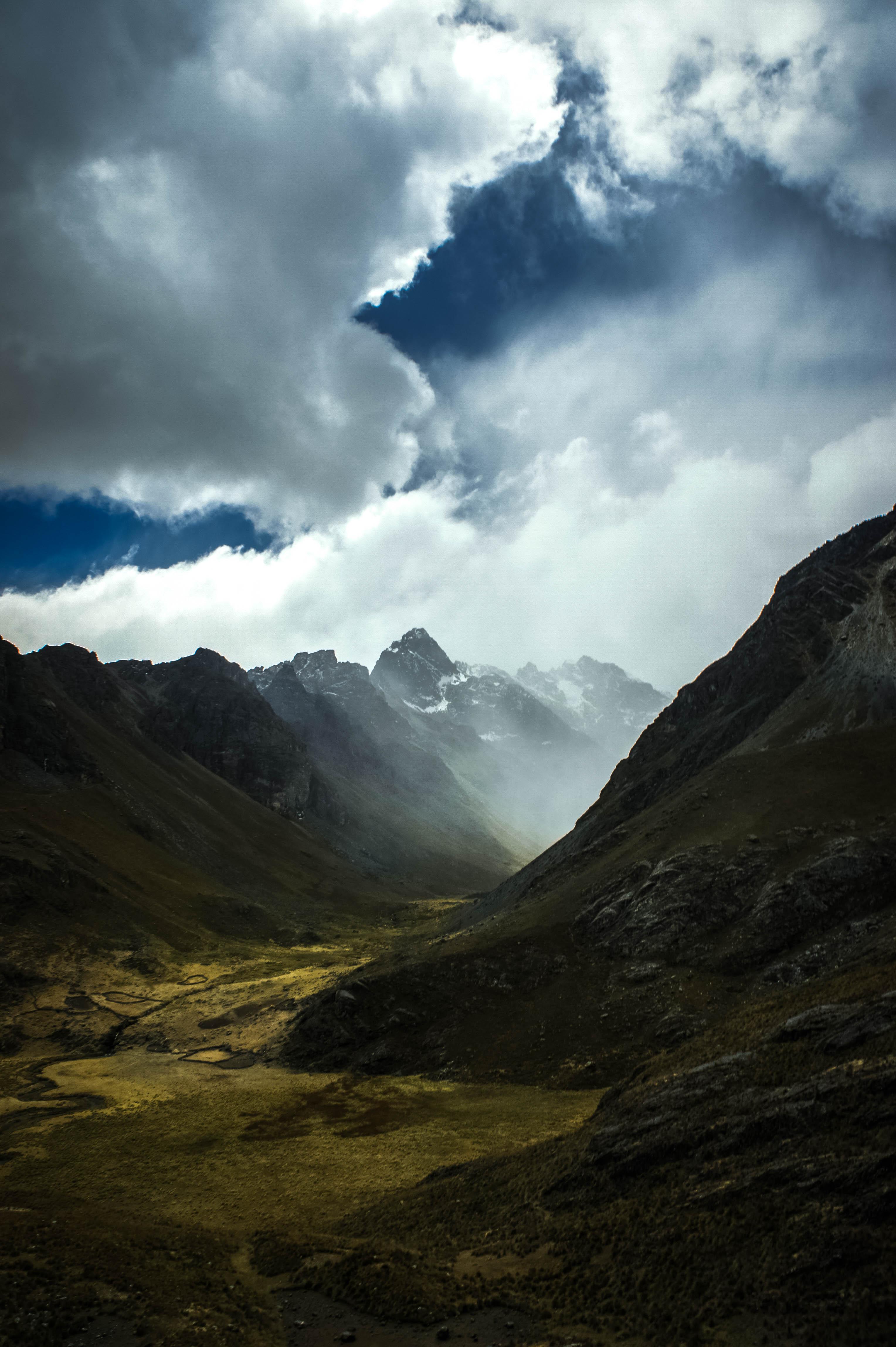 54220 Заставки и Обои Облака на телефон. Скачать Природа, Скалы, Склон, Туман, Облака, Горы картинки бесплатно