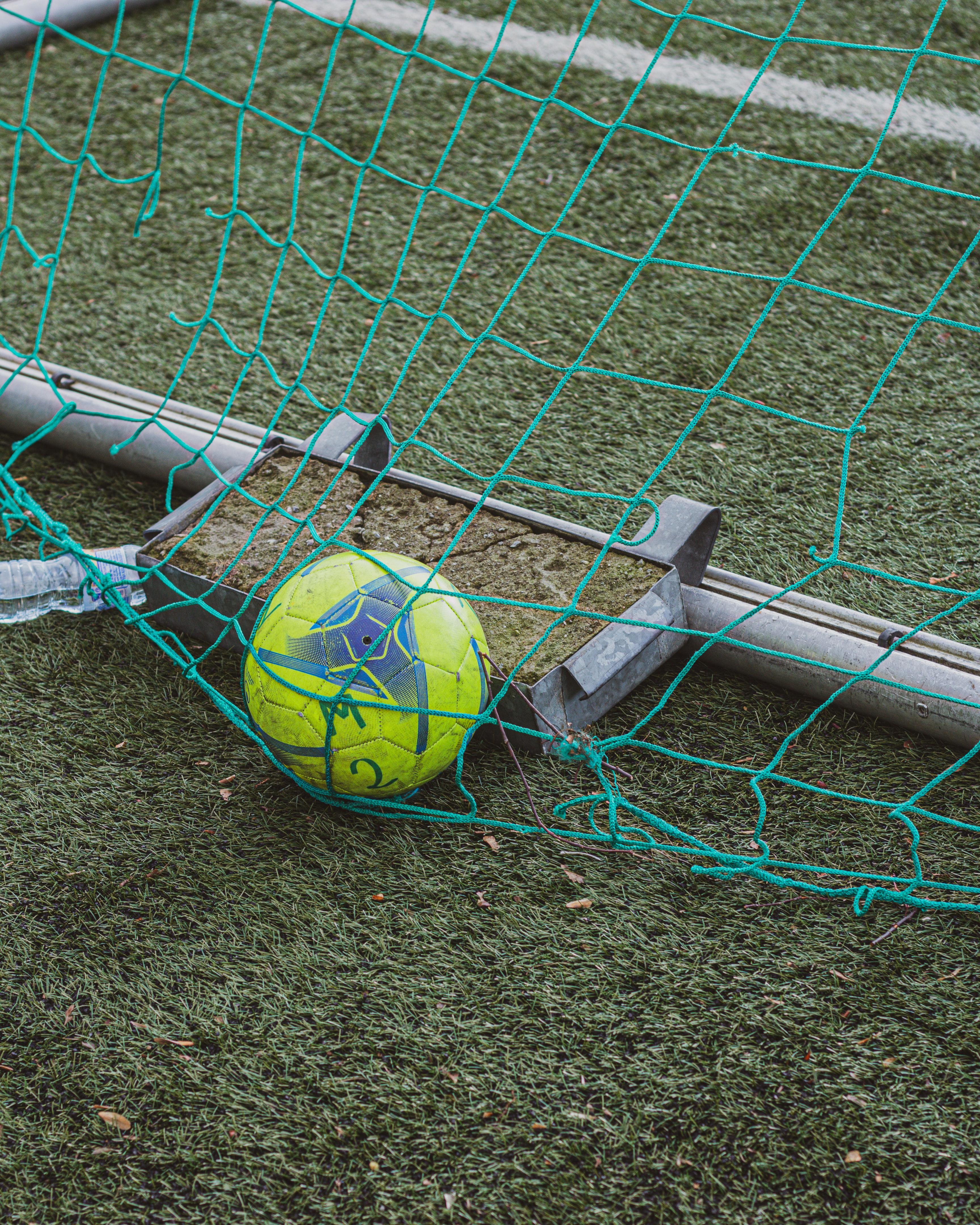 117423 скачать обои Футбол, Мяч, Сетка, Трава, Спорт - заставки и картинки бесплатно