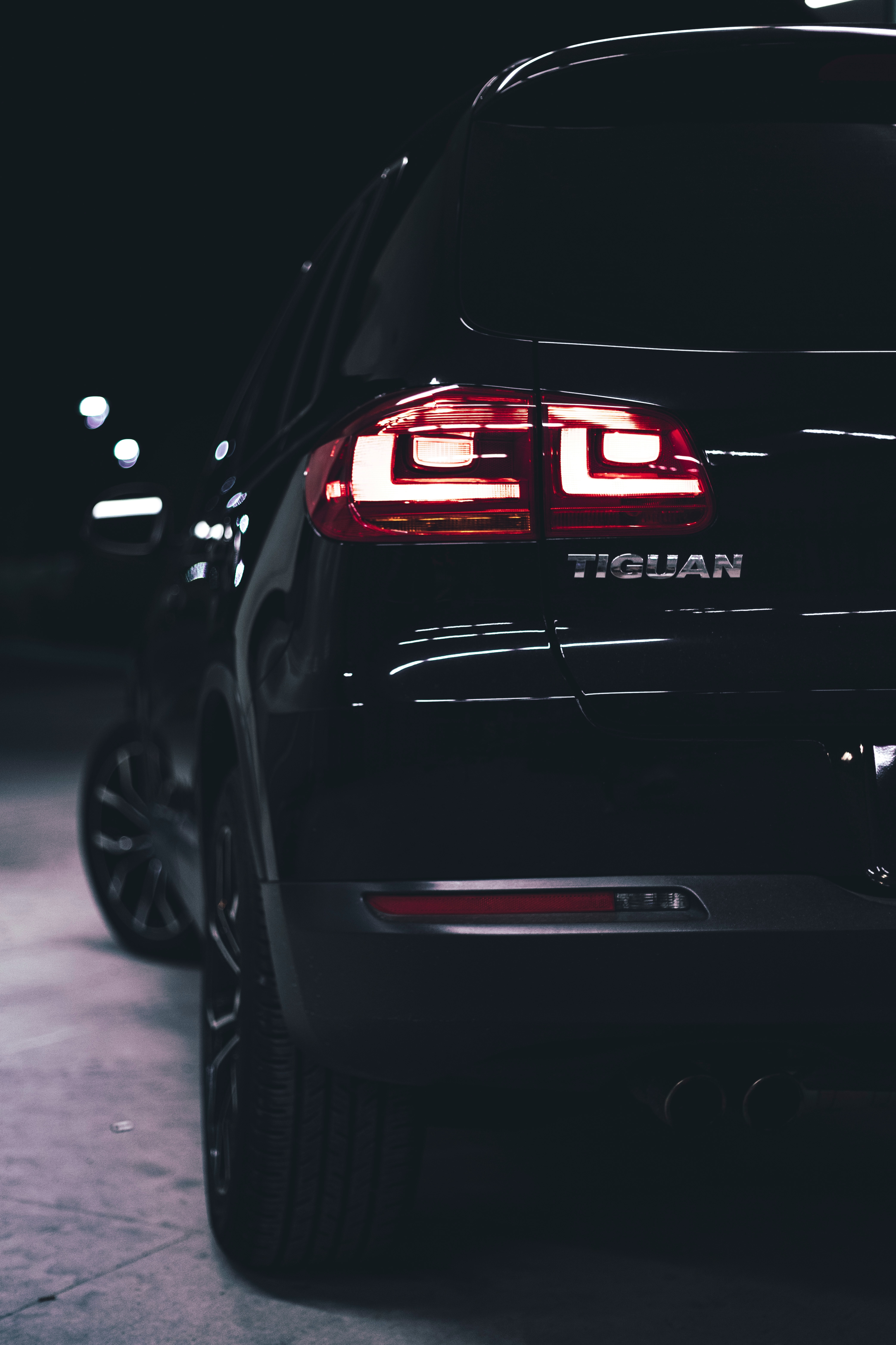 118749 download wallpaper Volkswagen, Cars, Lights, Car, Lanterns, Machine, Backlight, Illumination, Back View, Rear View, Volkswagen Tiguan screensavers and pictures for free
