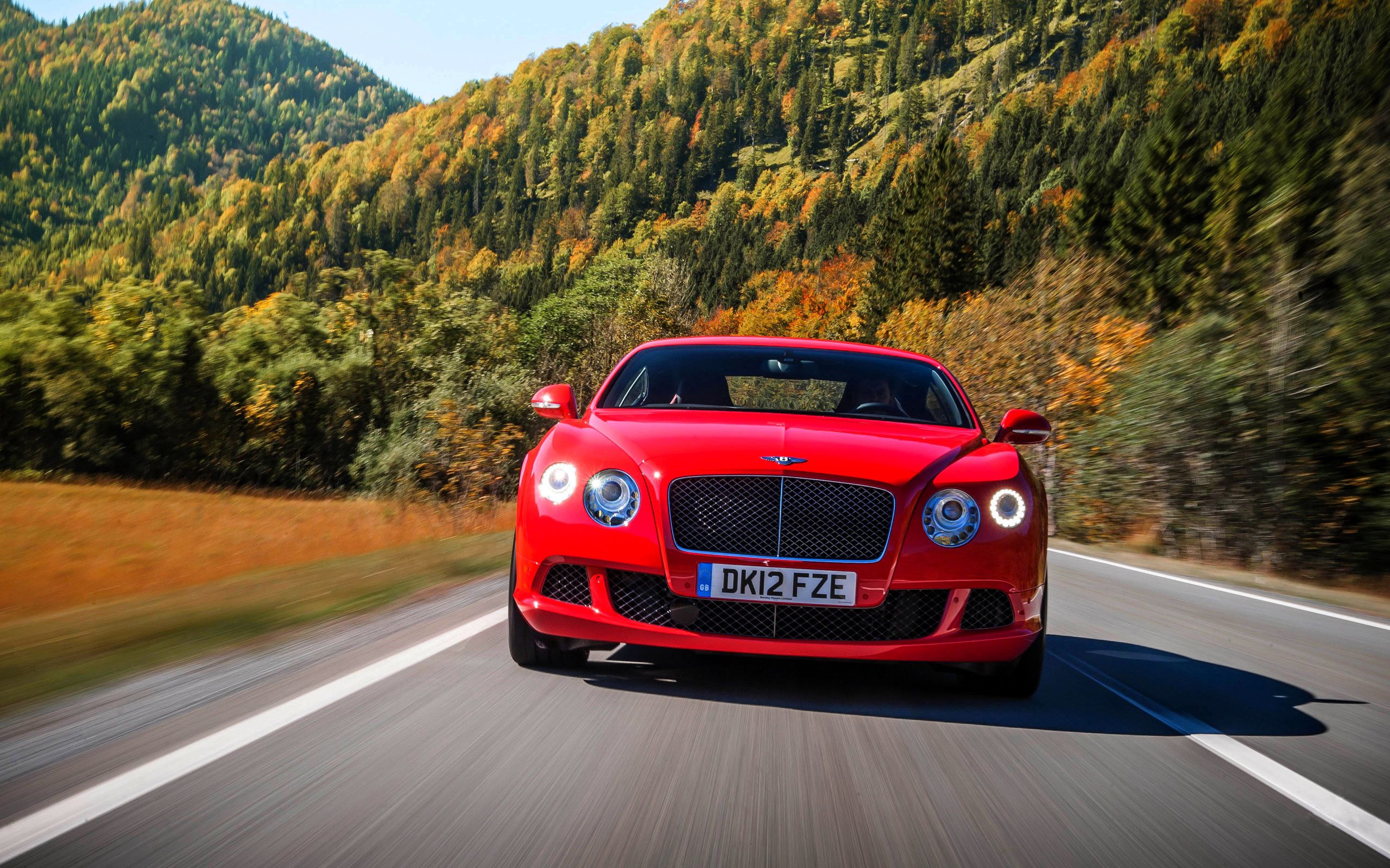 117784 download wallpaper Cars, Bentley, Continental, Gt, Front View, Traffic, Movement, Speed, Road screensavers and pictures for free
