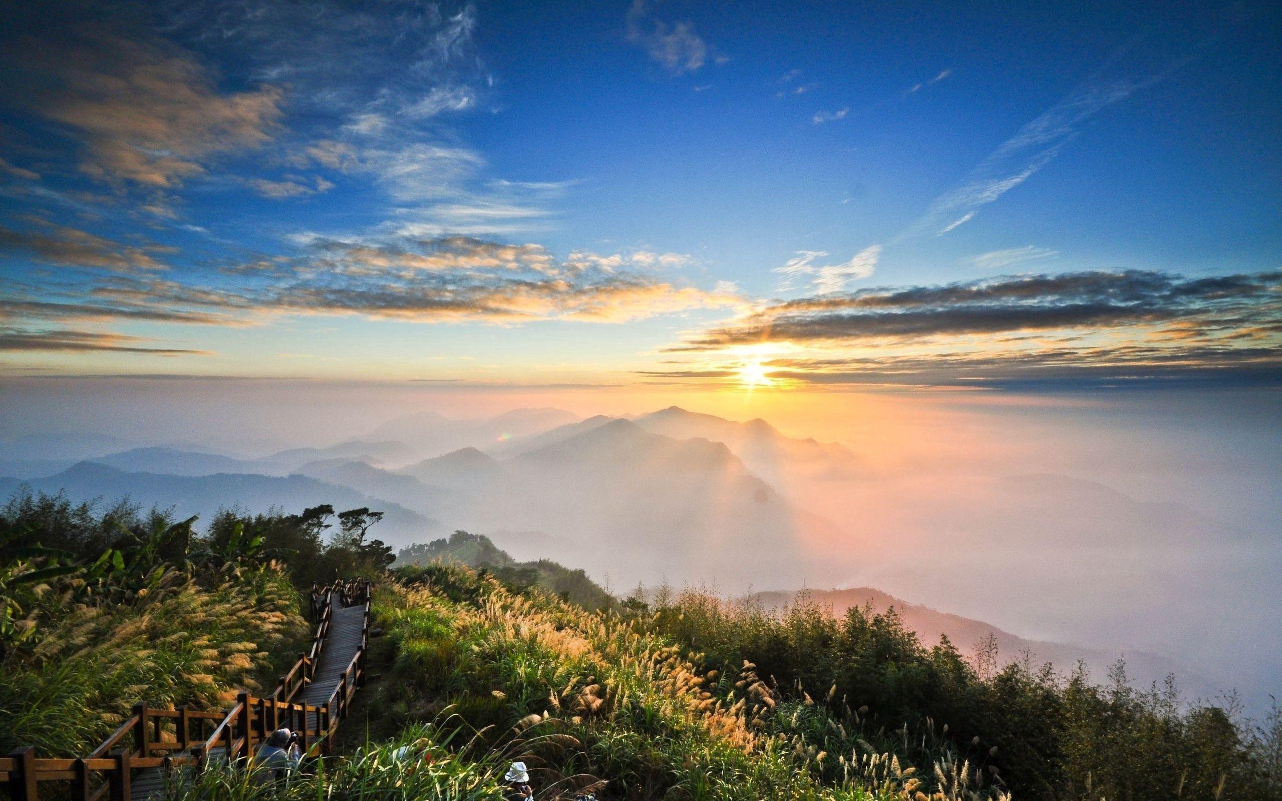 86101 скачать обои Природа, Высота, Вид, Свет, Облака, Дорожка, Туристы, Горы, Солнце - заставки и картинки бесплатно