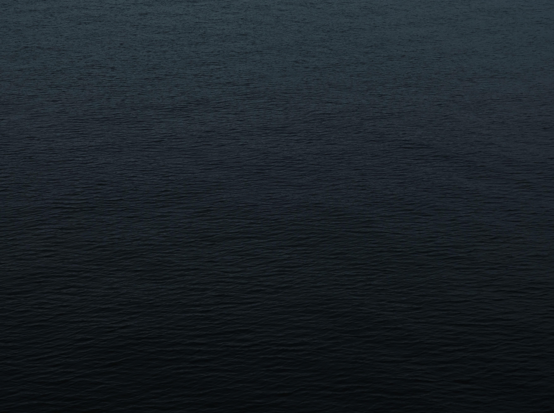 126601 обои 240x320 на телефон бесплатно, скачать картинки Темные, Вода, Море, Рябь, Темный, Поверхность 240x320 на мобильный