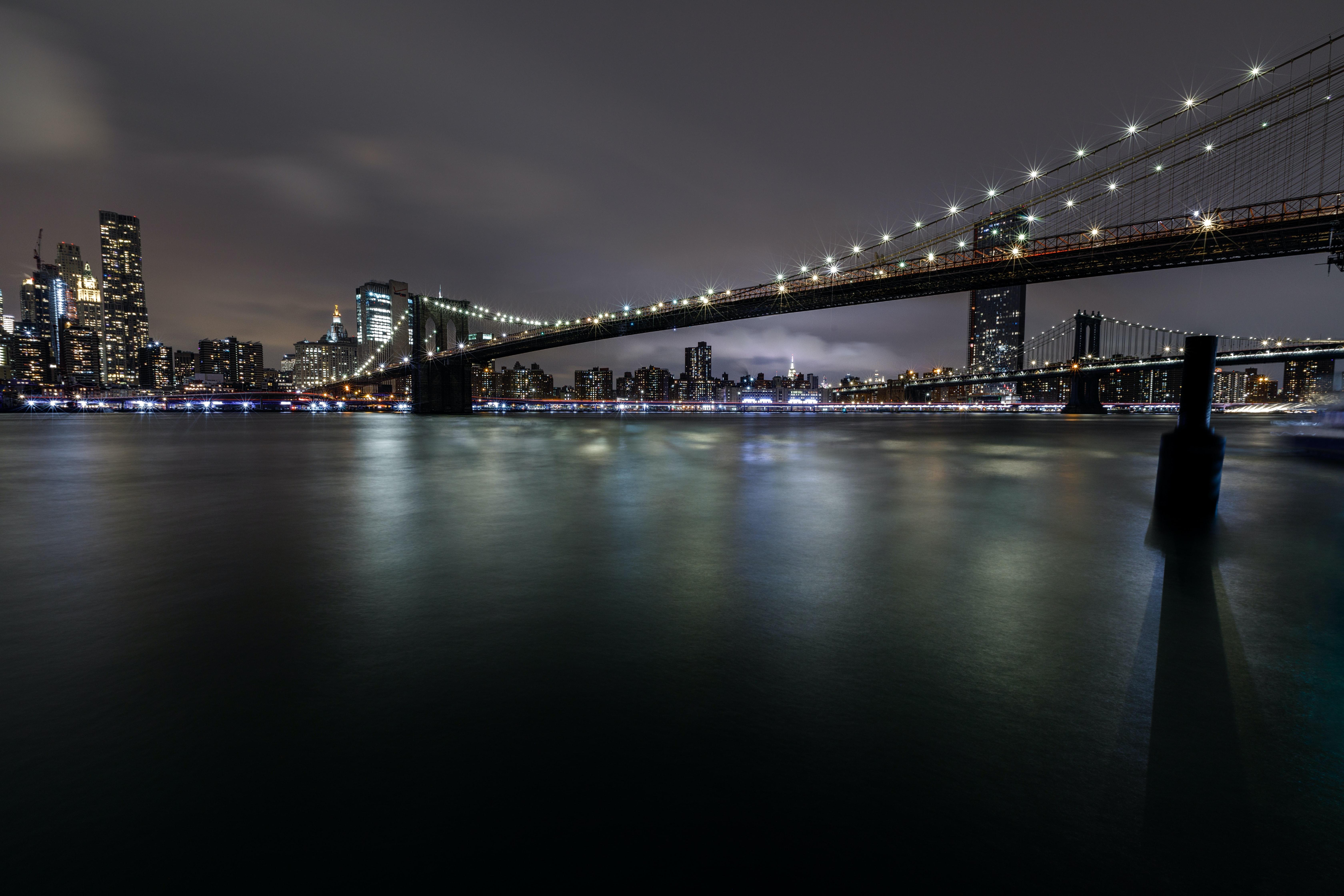 153382 Hintergrundbild herunterladen Flüsse, Städte, Gebäude, Die Lichter, Lichter, Nächtliche Stadt, Night City, Brücke, Glühen, Glow - Bildschirmschoner und Bilder kostenlos