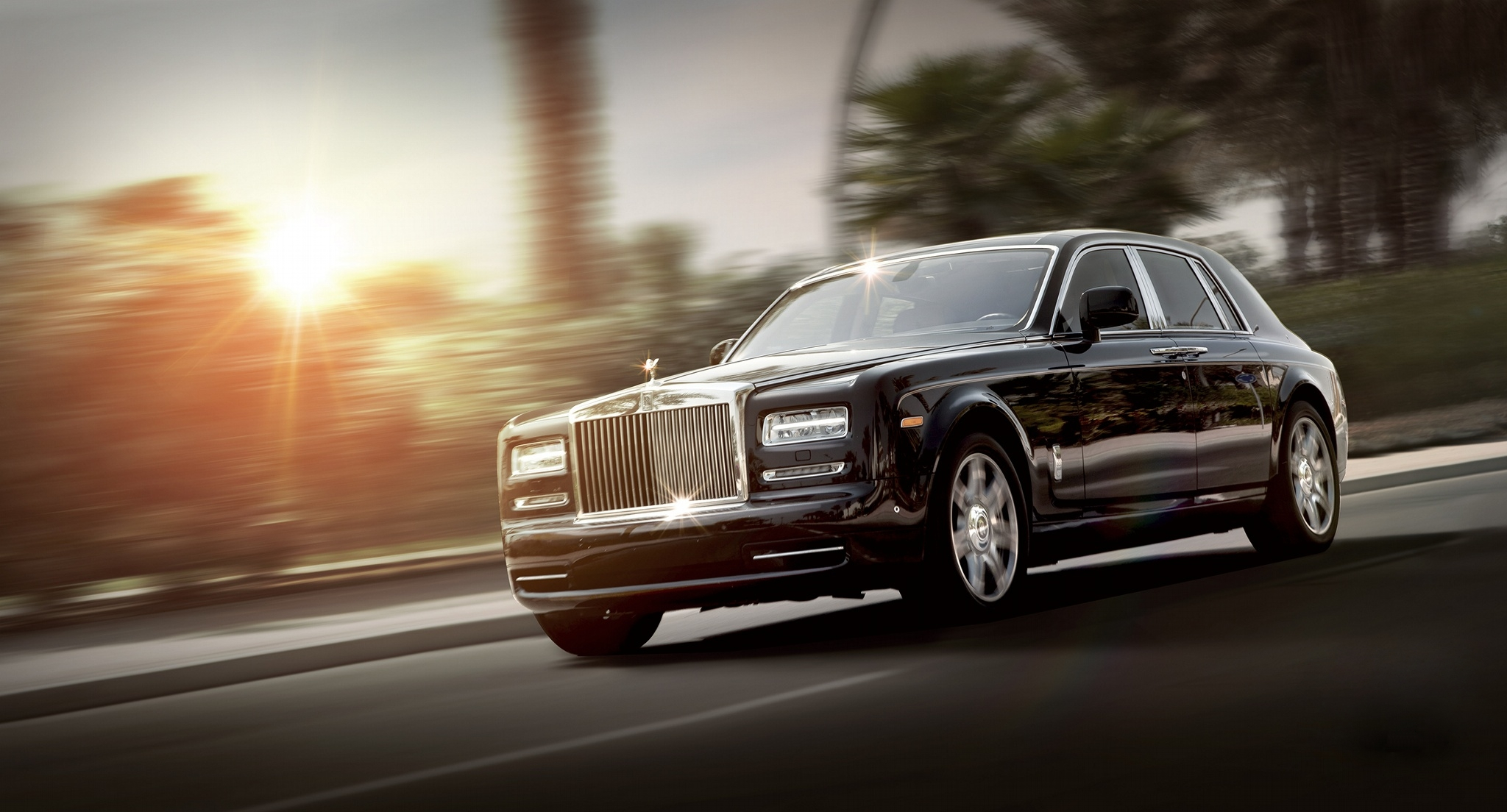 87425 download wallpaper Rolls-Royce, Cars, Traffic, Movement, Side View, Luxury, Phantom screensavers and pictures for free