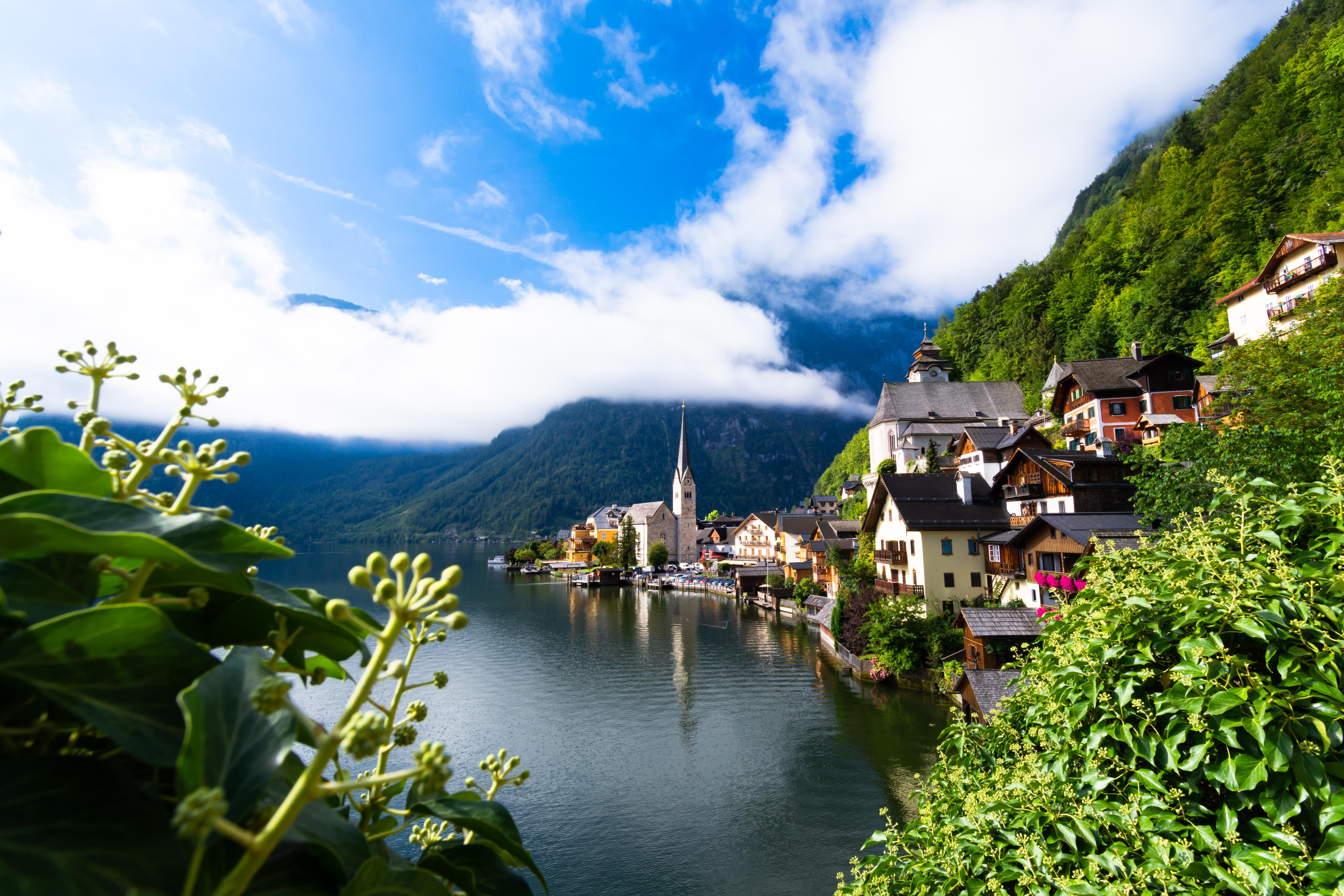 120647 Hintergrundbild herunterladen Landschaft, Natur, Mountains, Gebäude, See, Dorf - Bildschirmschoner und Bilder kostenlos