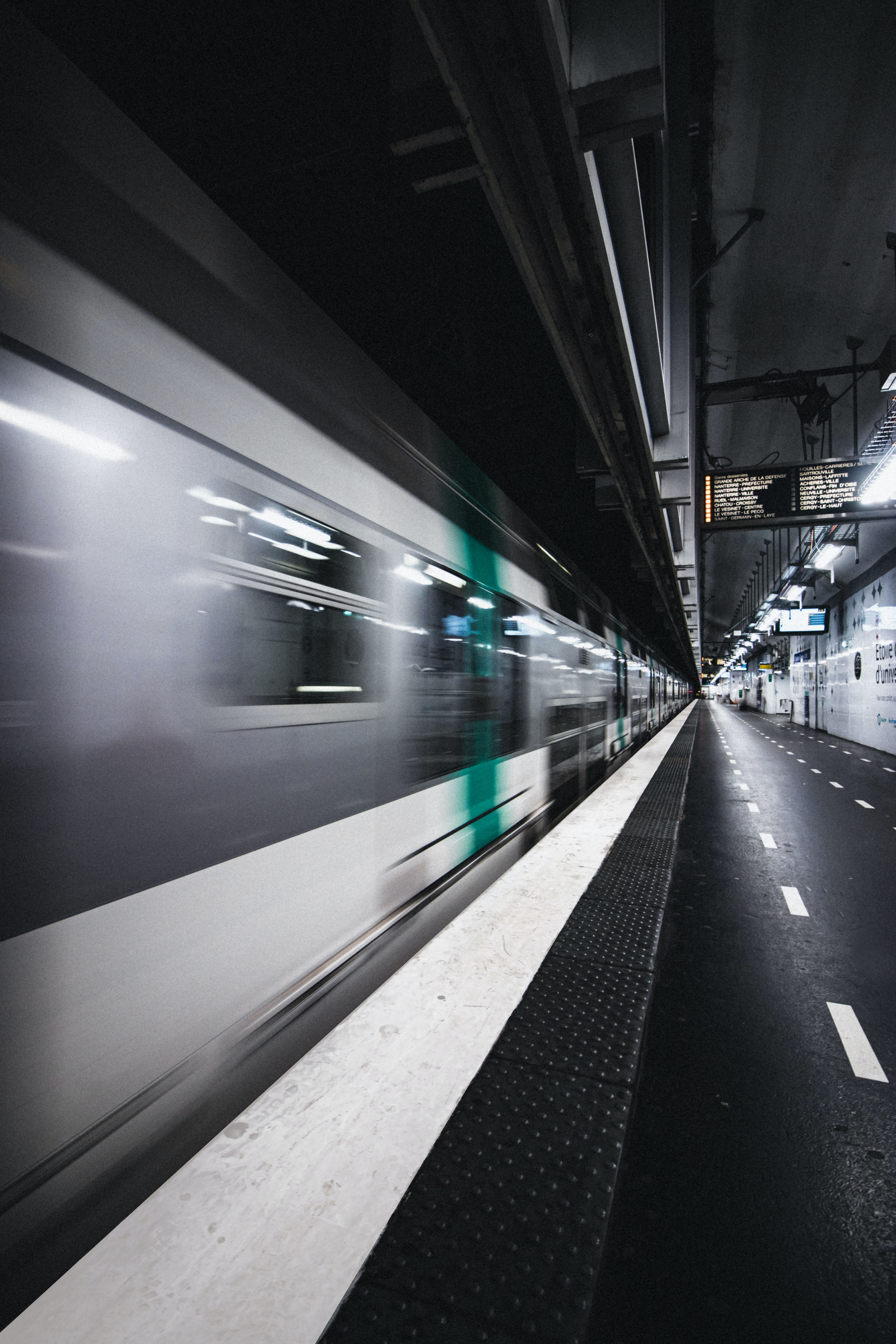 140206 Screensavers and Wallpapers Metro for phone. Download Miscellanea, Miscellaneous, Traffic, Movement, Blur, Smooth, Train, Metro, Subway pictures for free