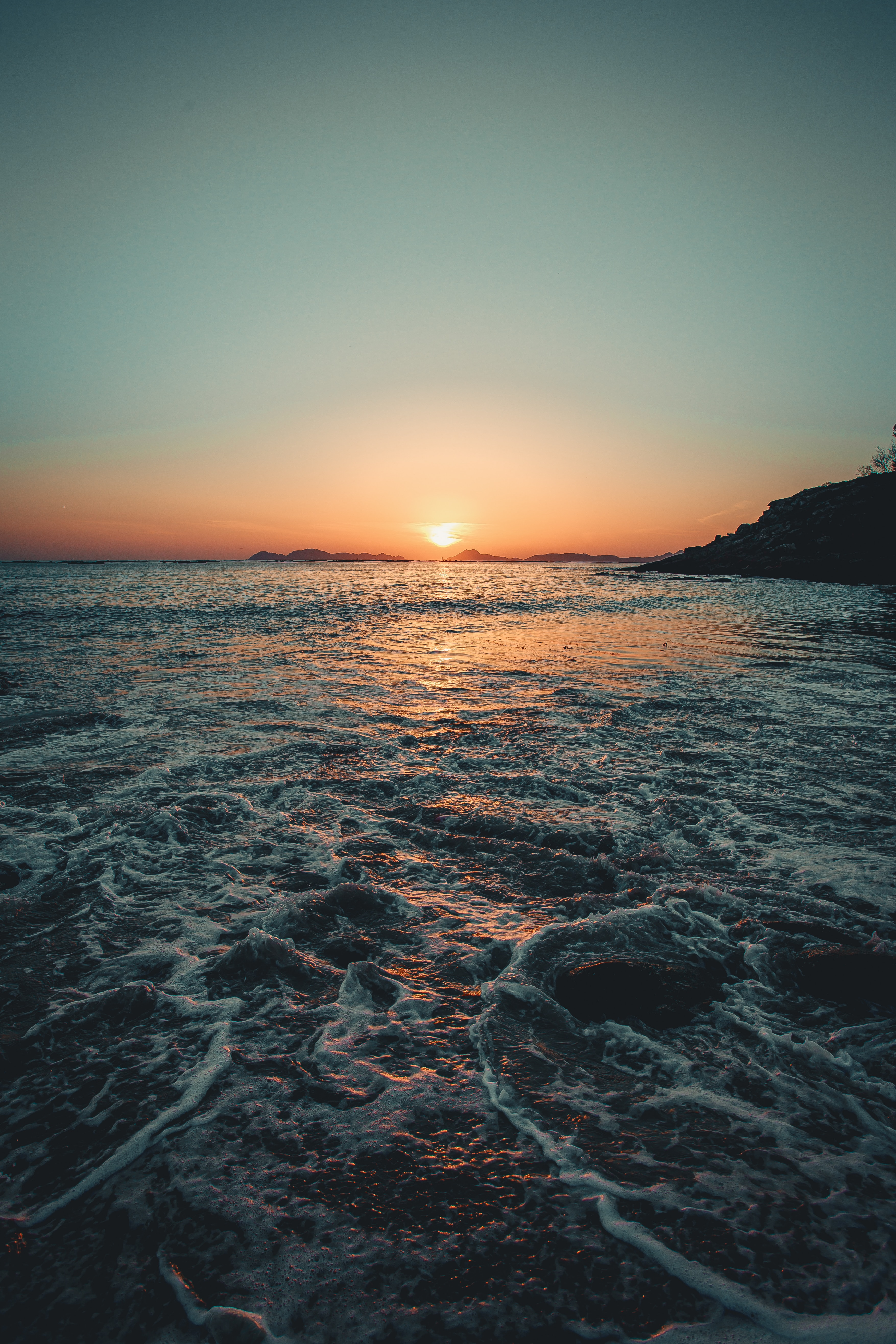 114309 download wallpaper Nature, Sunset, Sea, Dusk, Twilight, Waves screensavers and pictures for free