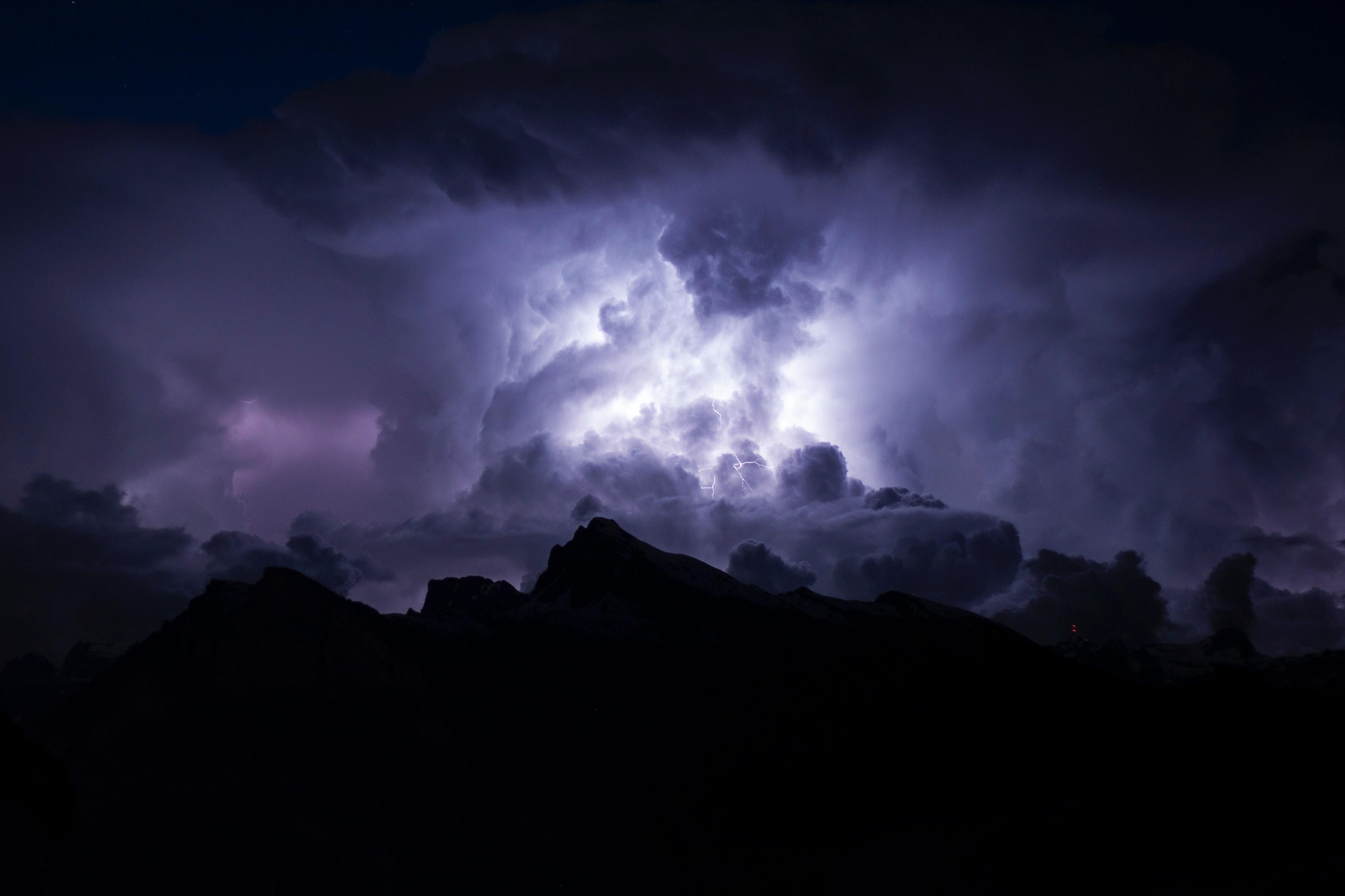 72817 Заставки и Обои Молния на телефон. Скачать Облака, Природа, Ночь, Темный, Пасмурно, Молния, Мрачный картинки бесплатно