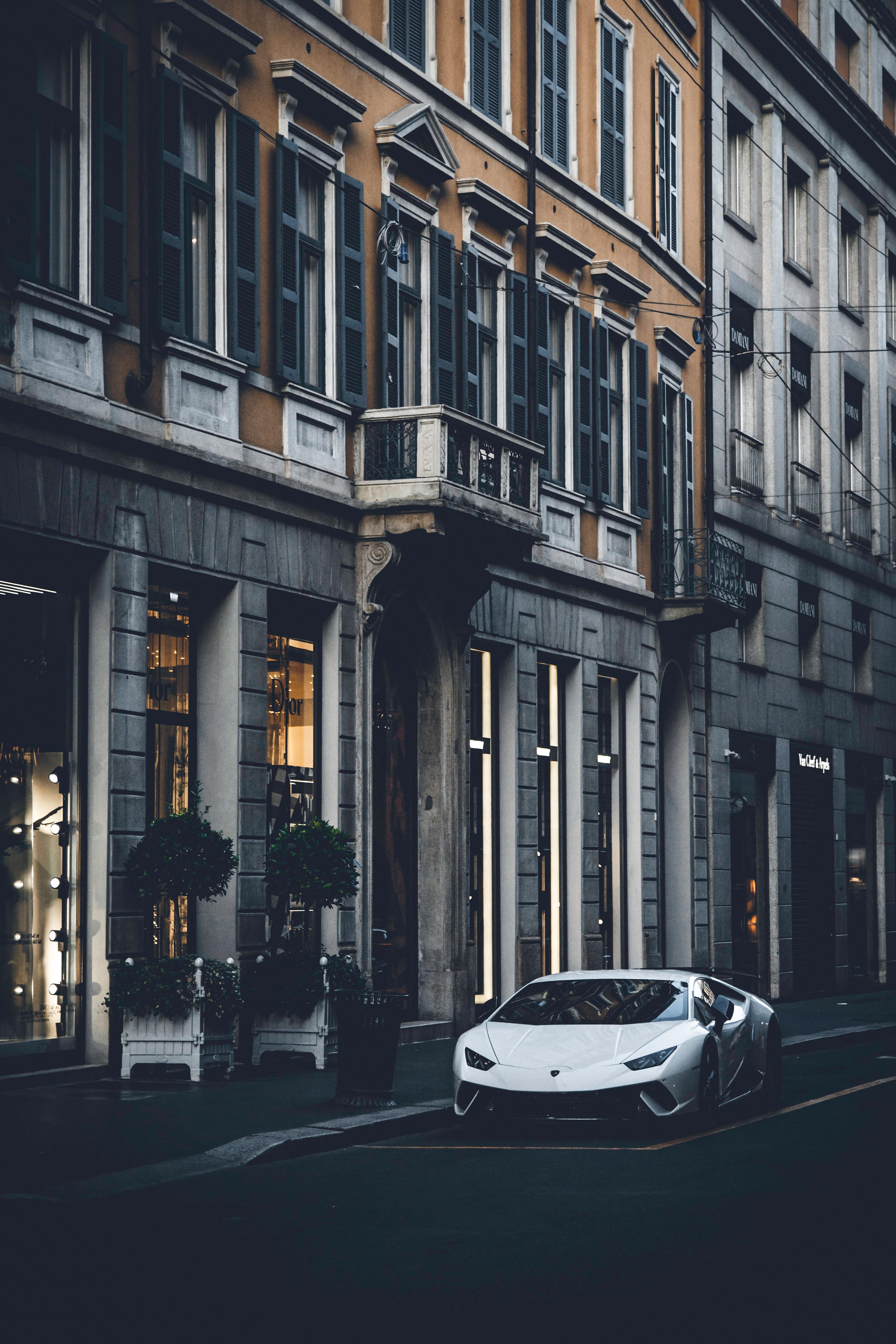 68541 Заставки и Обои Ламборджини (Lamborghini) на телефон. Скачать Ламборджини (Lamborghini), Тачки (Cars), Город, Дорога, Машина, Белый, Спорткар, Lamborghini Aventador картинки бесплатно