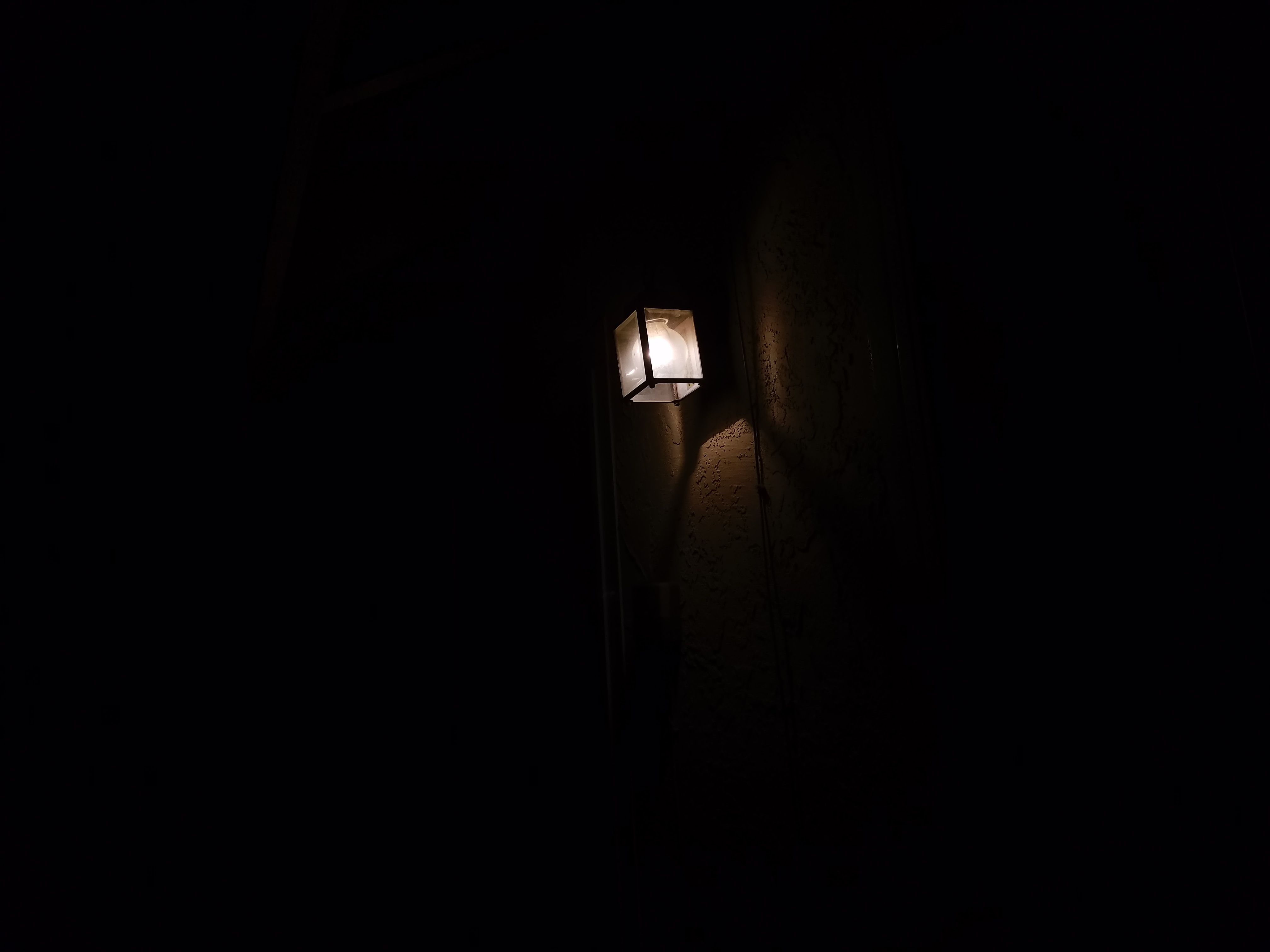 151530 download wallpaper Dark, Lamp, Lantern, Lighting, Illumination, Glow, Darkness screensavers and pictures for free