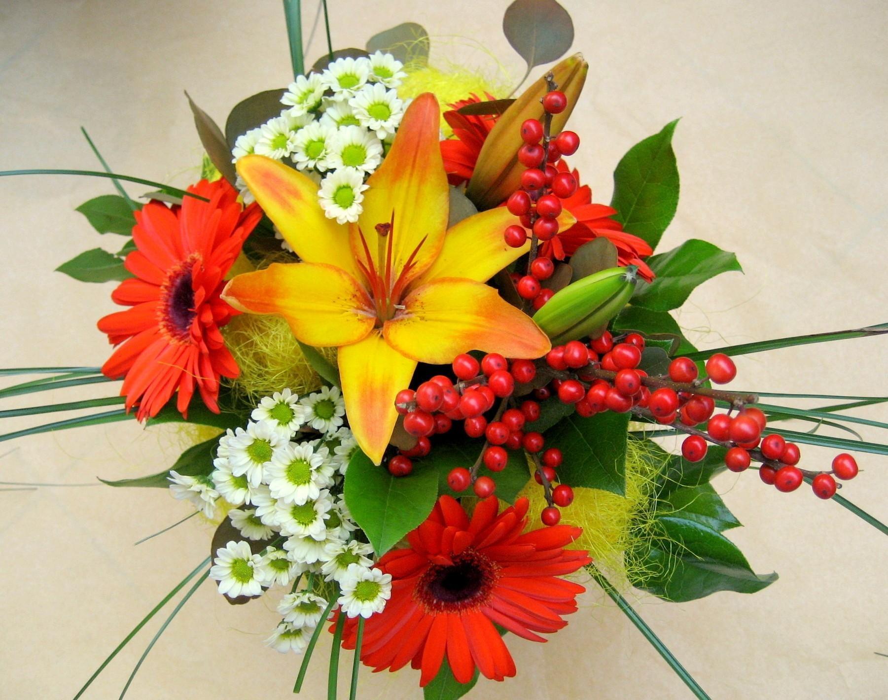 62082 скачать обои Цветы, Лилии, Листья, Букет, Хризантемы, Герберы - заставки и картинки бесплатно