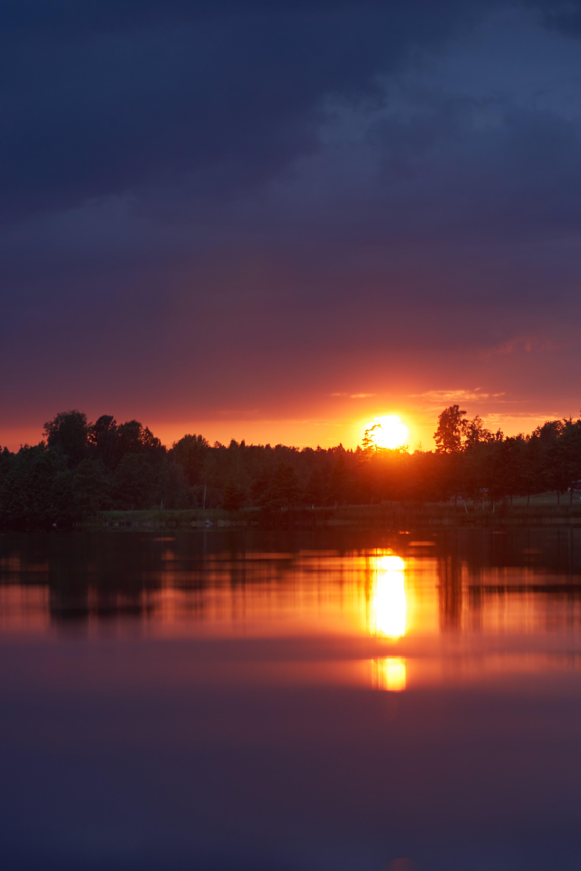 112571 скачать обои Природа, Закат, Озеро, Сумерки, Солнце, Пейзаж - заставки и картинки бесплатно