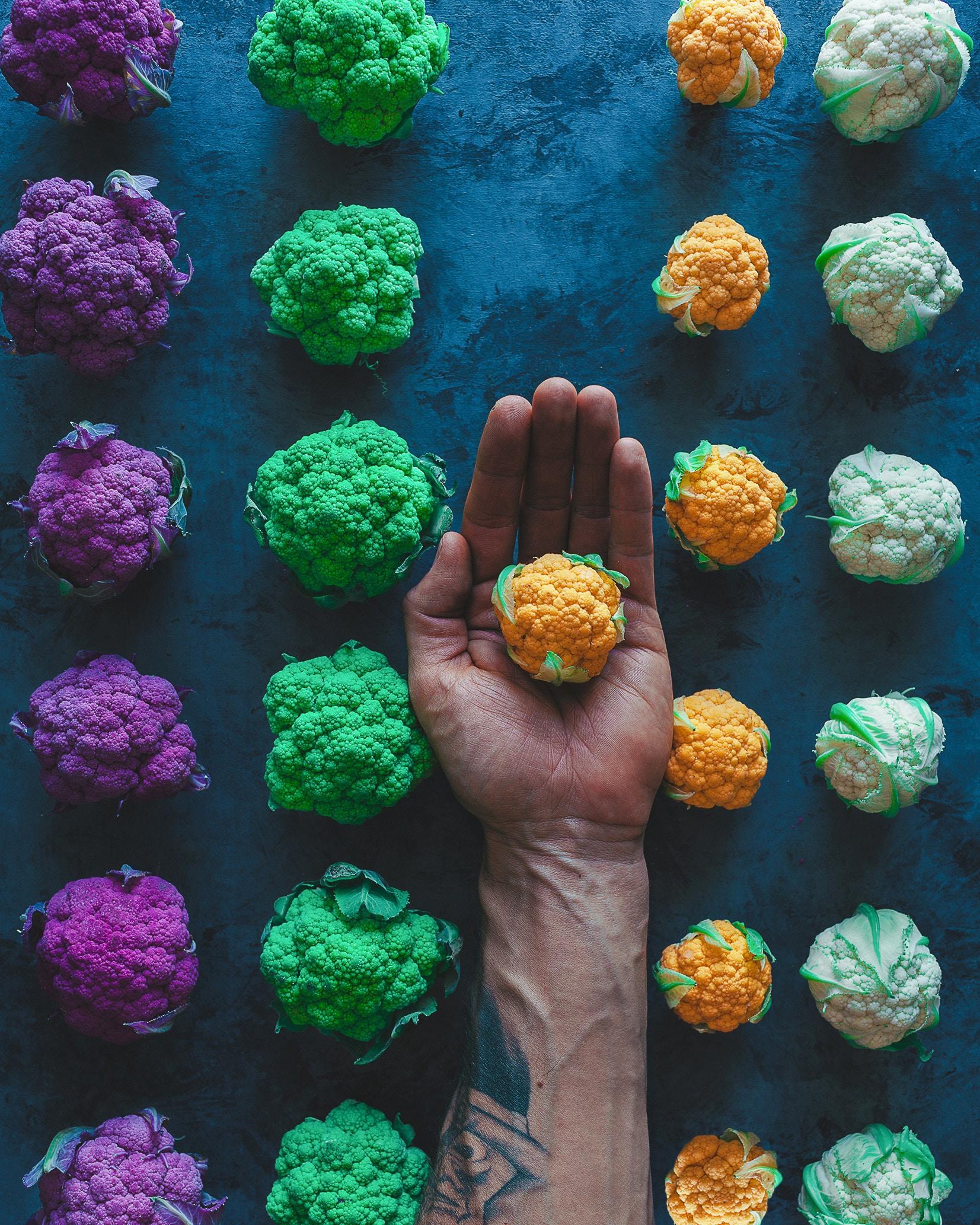 111719 скачать обои Еда, Капуста, Рука, Разноцветный - заставки и картинки бесплатно