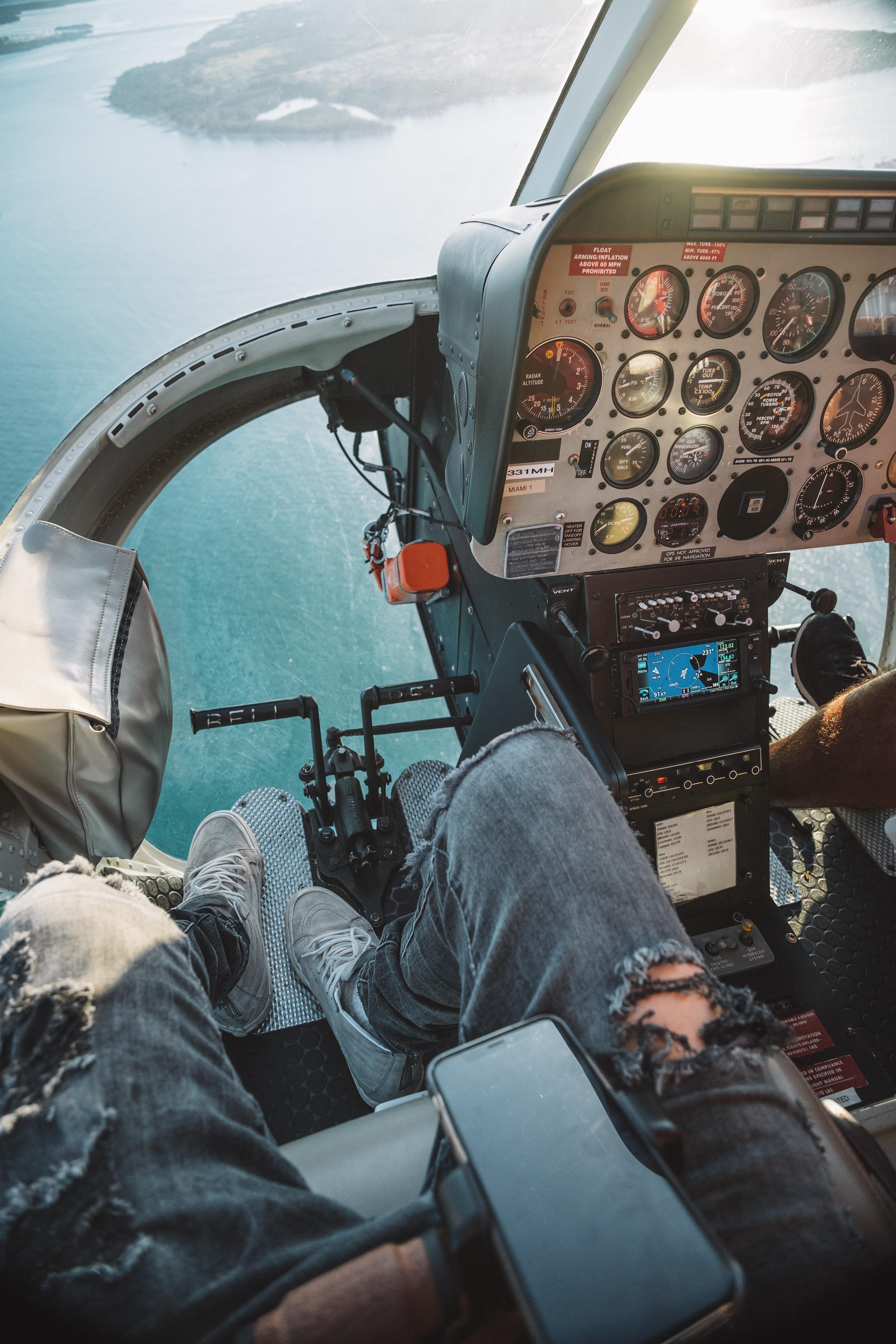 99909 Hintergrundbild herunterladen Hubschrauber, Verschiedenes, Sonstige, Überblick, Bewertung, Flug, Höhe, Pilot - Bildschirmschoner und Bilder kostenlos