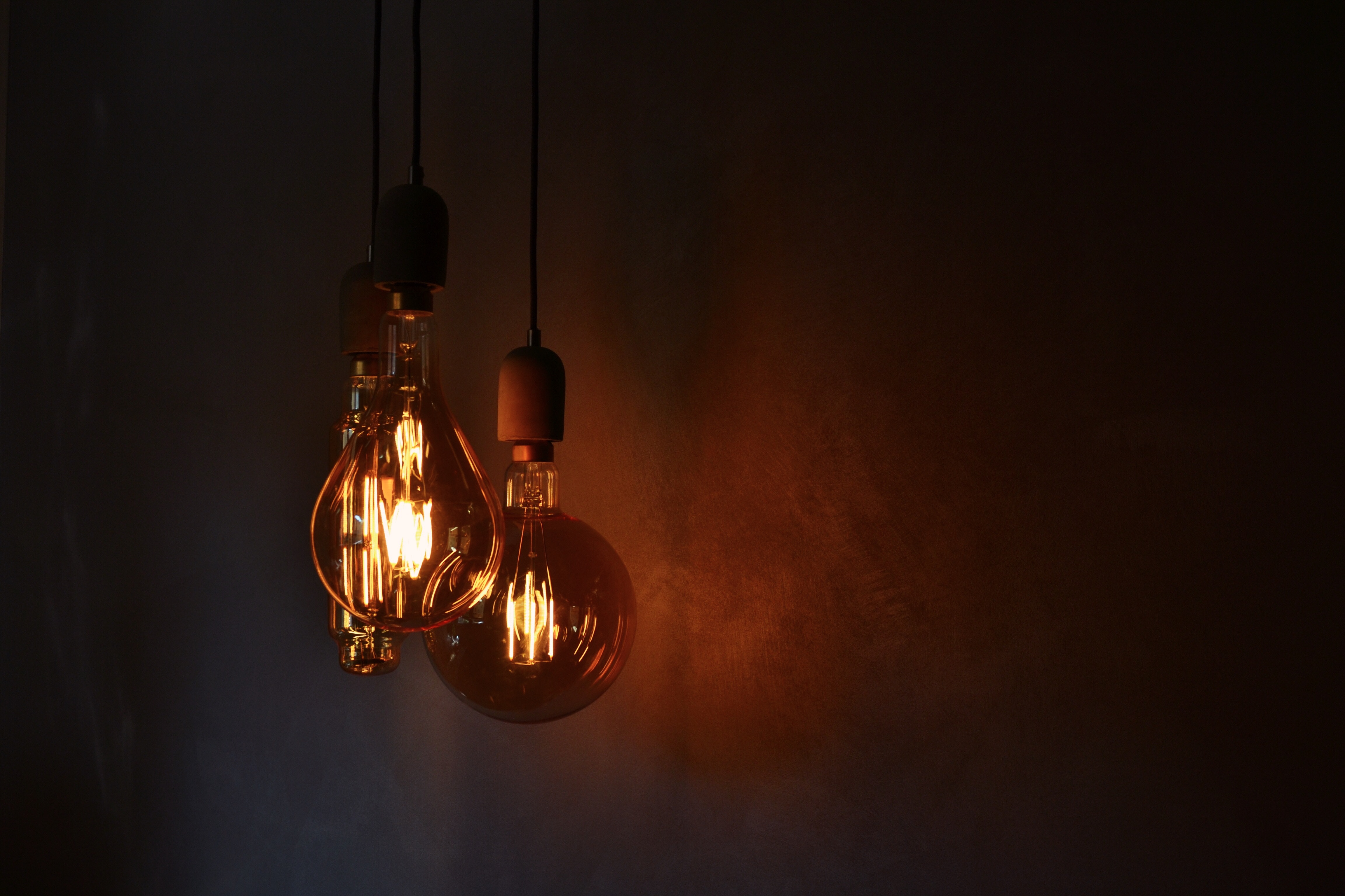 101745 download wallpaper Wall, Miscellanea, Miscellaneous, Illumination, Lighting, Electricity, Light Bulbs screensavers and pictures for free