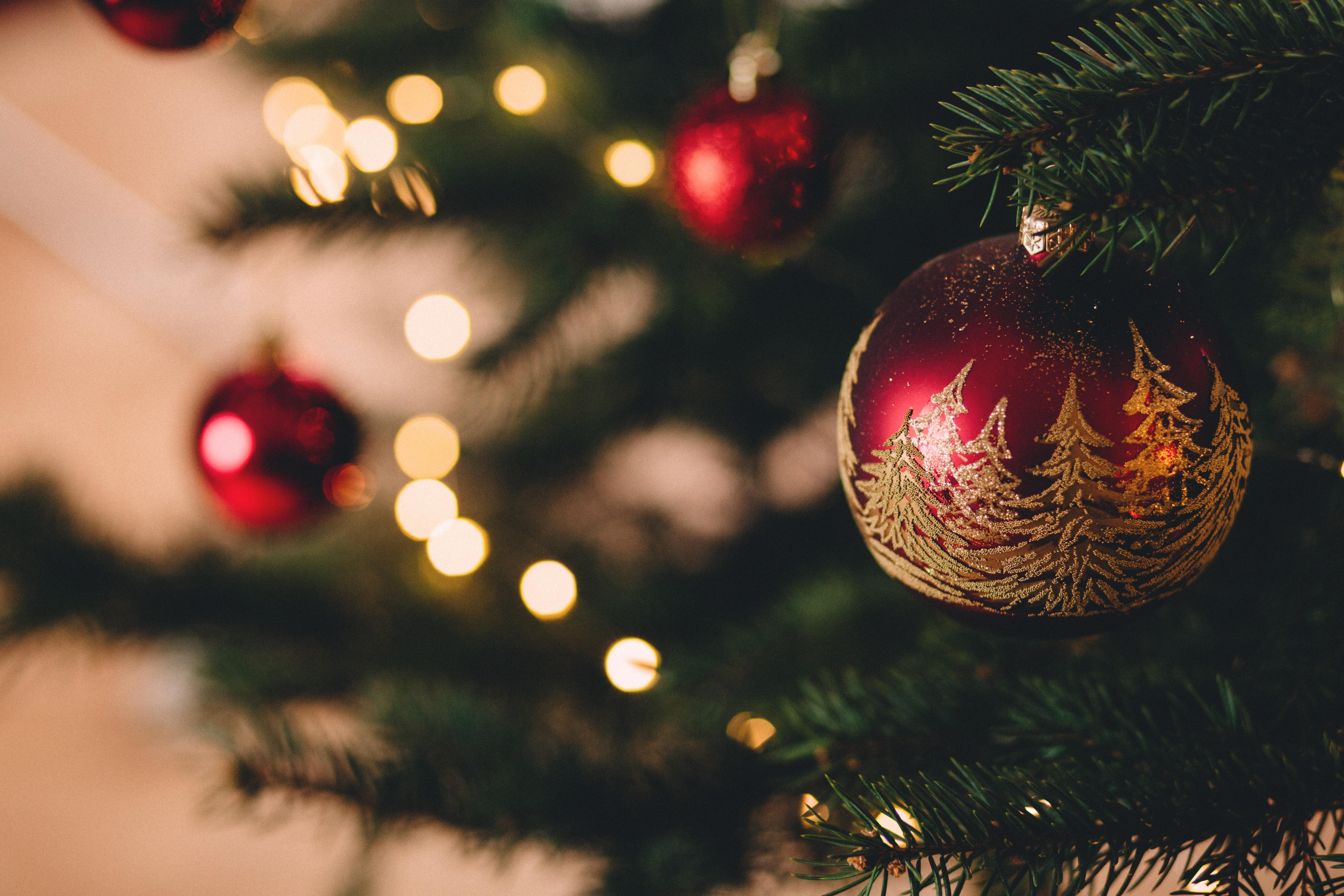 140713 Salvapantallas y fondos de pantalla Año Nuevo en tu teléfono. Descarga imágenes de Vacaciones, Juguete Del Árbol De Navidad, Árbol De Navidad De Juego, Bola, Pelota, Decoración, Año Nuevo, Navidad gratis
