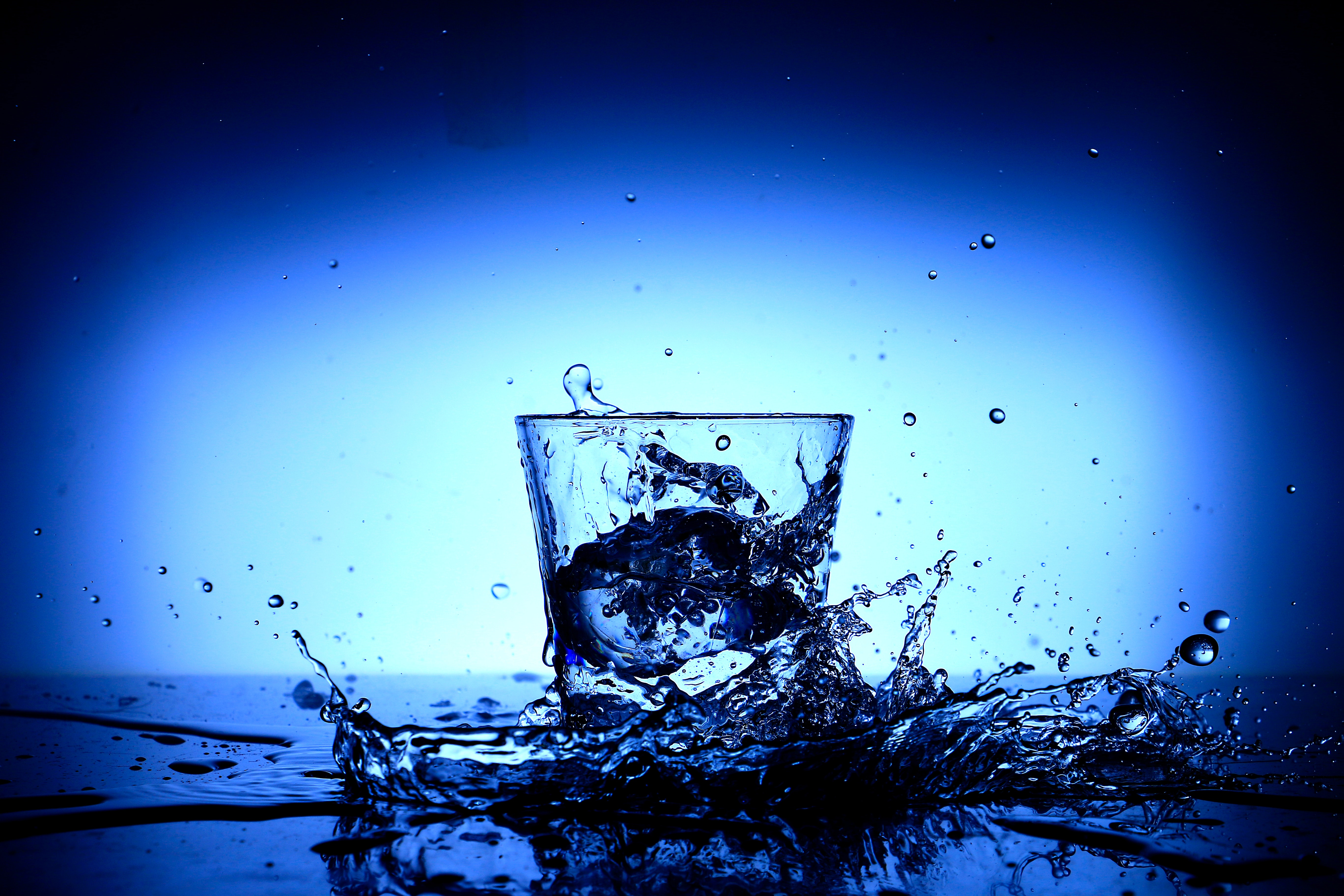 74333 Screensavers and Wallpapers Liquid for phone. Download Drops, Macro, Spray, Splash, Liquid, Glass pictures for free