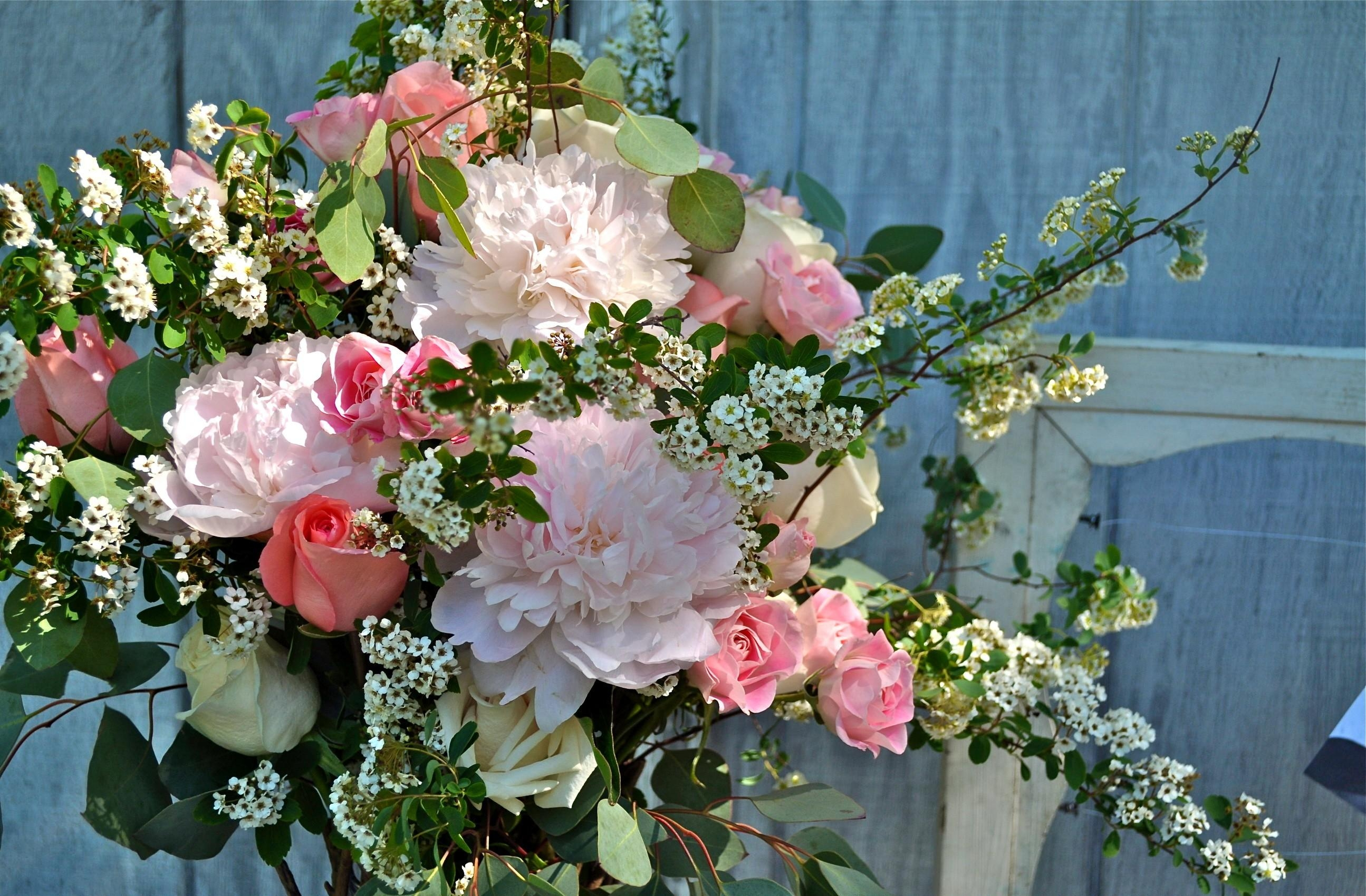 96463 download wallpaper Flowers, Roses, Peonies, Branches, Bouquet, Tea Tree screensavers and pictures for free