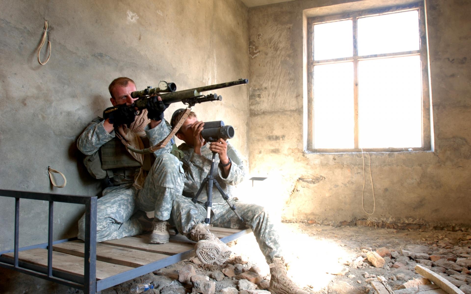 23742 Hintergrundbild herunterladen Menschen, Männer, Waffe, Soldiers - Bildschirmschoner und Bilder kostenlos