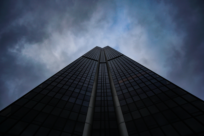 94688 Salvapantallas y fondos de pantalla Arquitectura en tu teléfono. Descarga imágenes de Minimalismo, Rascacielos, Edificio, Cielo, Vista Inferior, Vista Desde Abajo, Arquitectura gratis