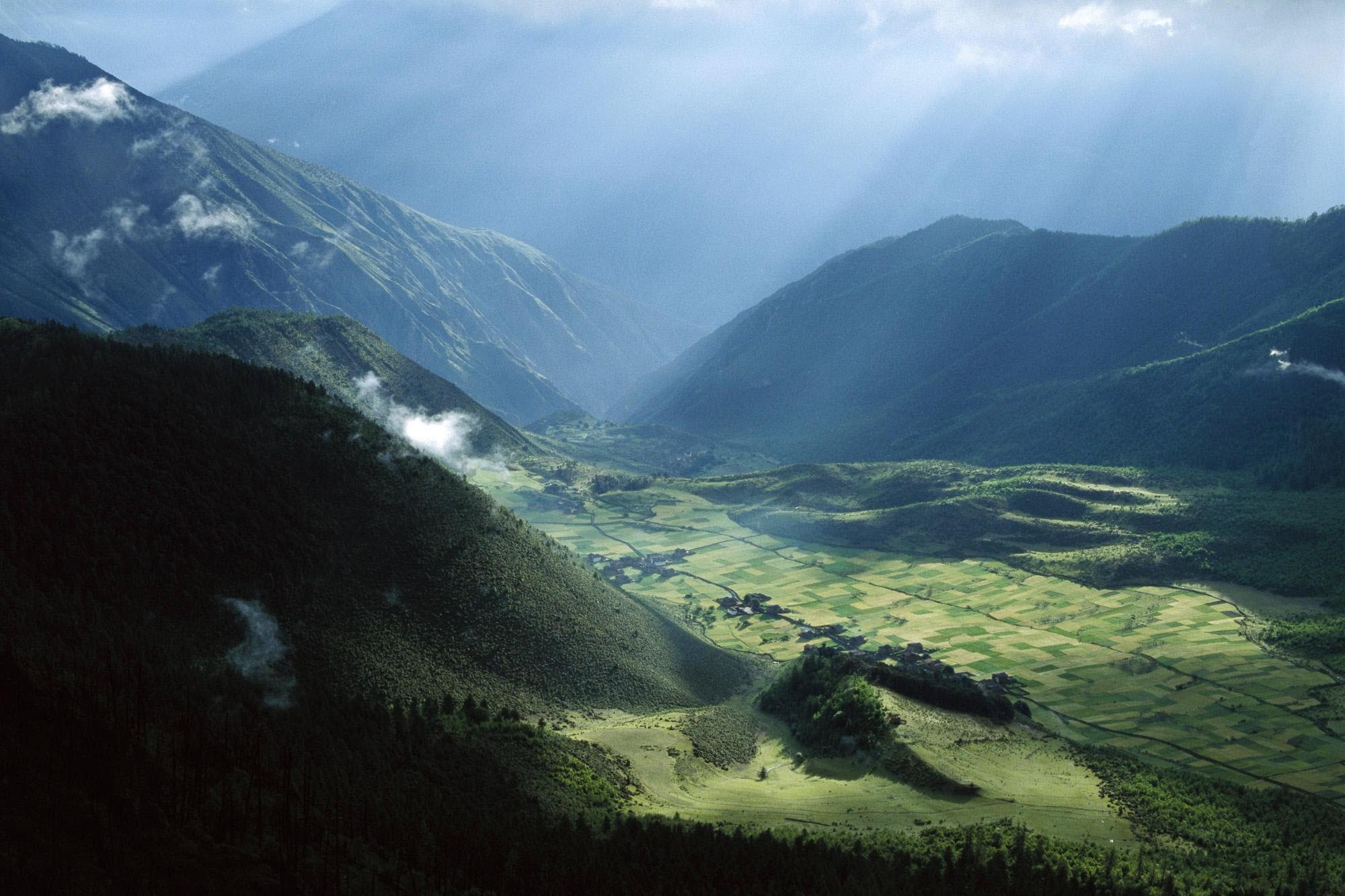 133182 скачать обои Природа, Азия, Облака, Высота, Поля, Зелень, Склоны, Луга, Горы - заставки и картинки бесплатно