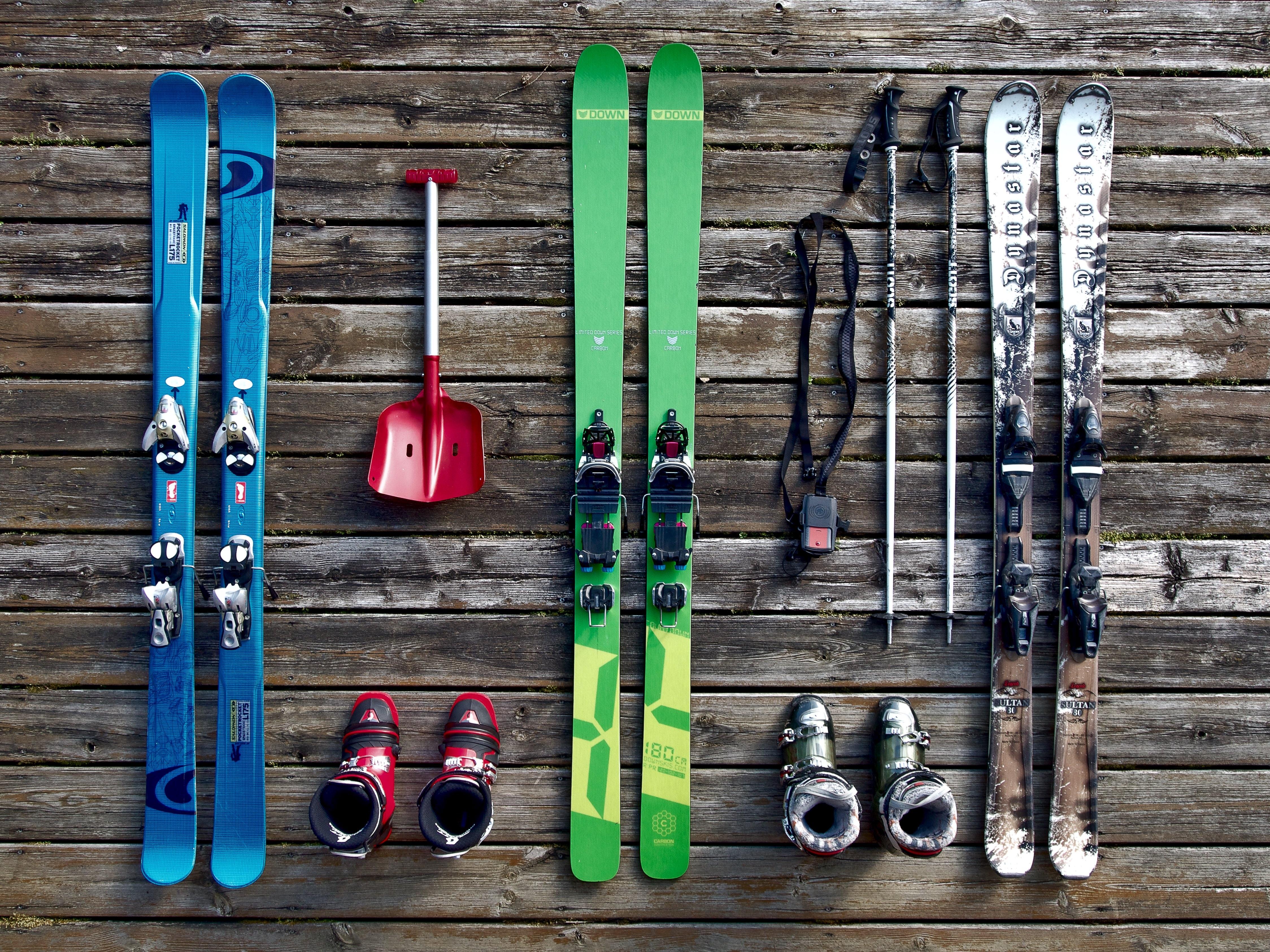 146246 Hintergrundbild herunterladen Sport, Stiefel, Schuhe, Skifahren, Ausrüstung - Bildschirmschoner und Bilder kostenlos