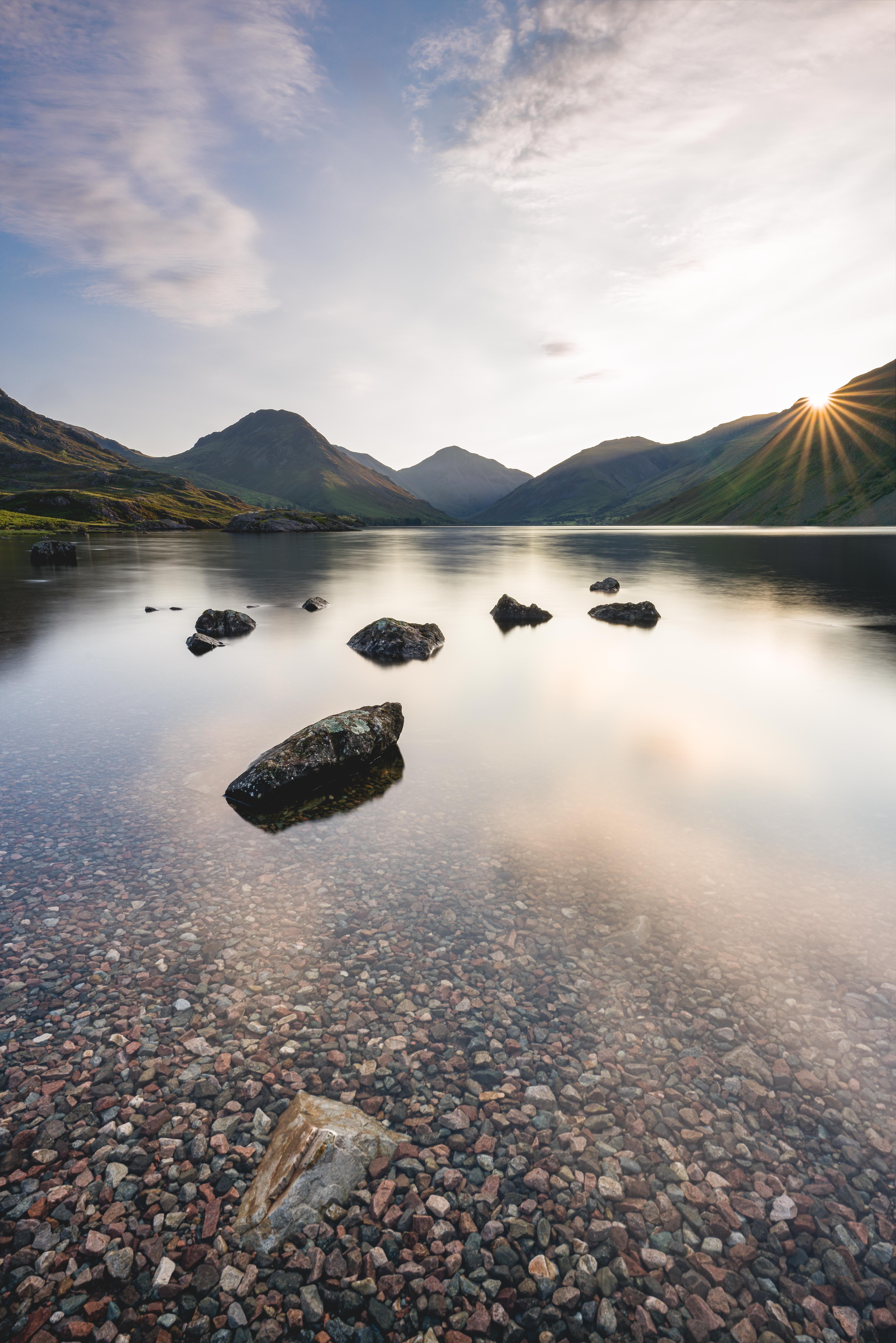 140687 Hintergrundbild 1024x600 kostenlos auf deinem Handy, lade Bilder Landschaft, Natur, Wasser, Stones, Mountains, See 1024x600 auf dein Handy herunter