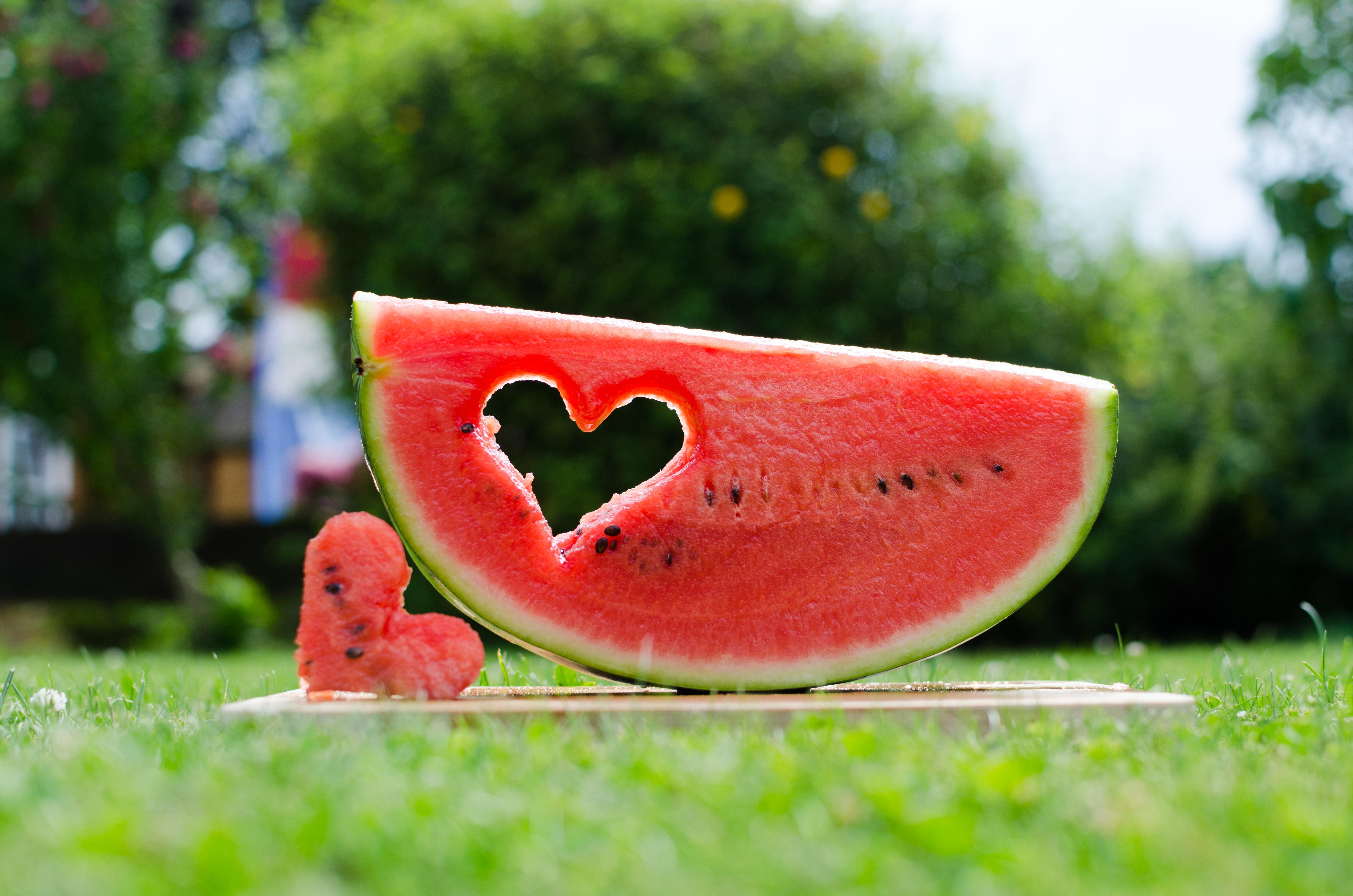 126885 économiseurs d'écran et fonds d'écran Nourriture sur votre téléphone. Téléchargez Nourriture, Le Fruit, Fruit, Cœur, Un Cœur, Pastèque images gratuitement
