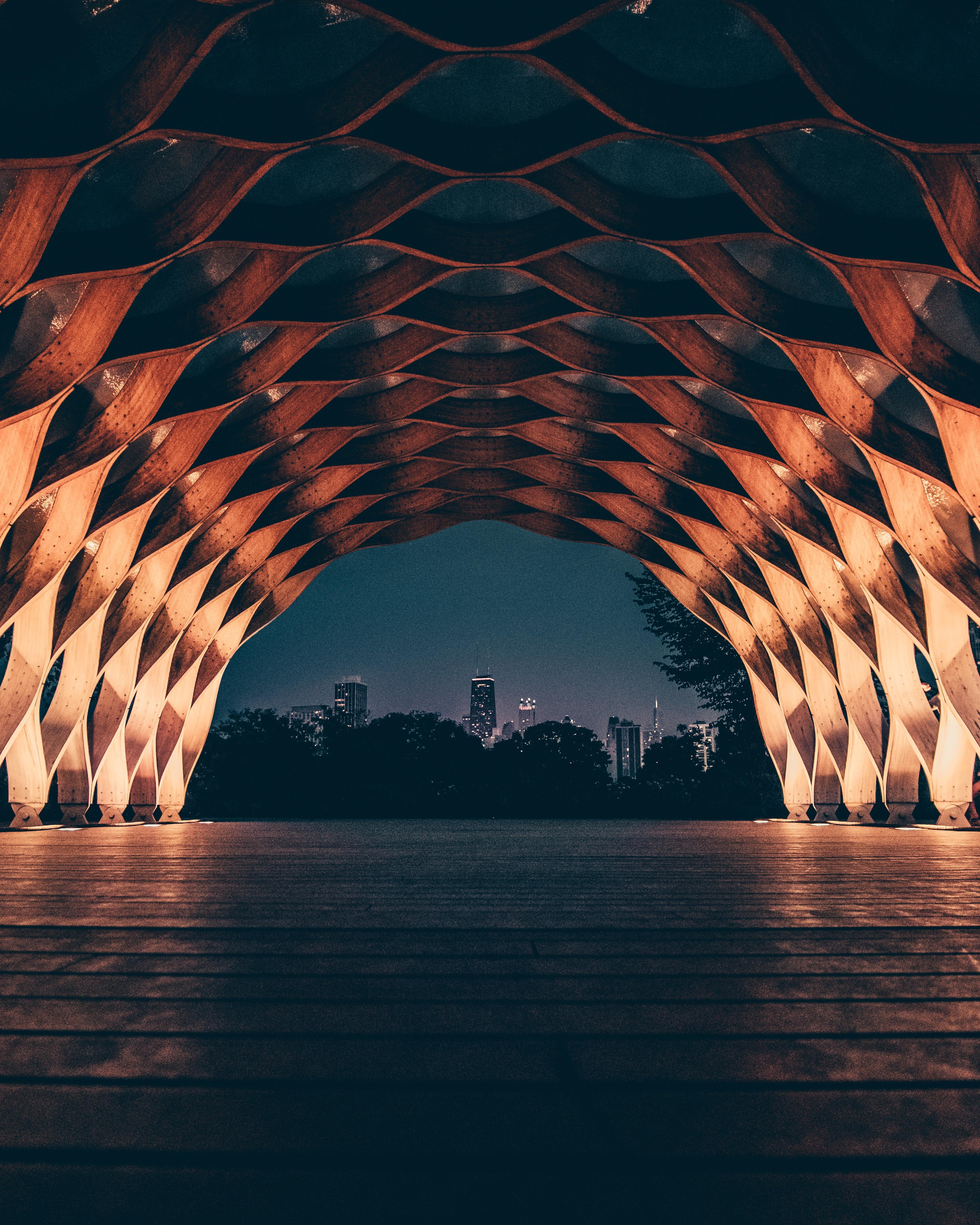 51602 Salvapantallas y fondos de pantalla Arquitectura en tu teléfono. Descarga imágenes de Arco, Diseño, Construcción, Red, Rejilla, Iluminar Desde El Fondo, Iluminación, Ciudad, Vista, Arquitectura, Ciudades gratis