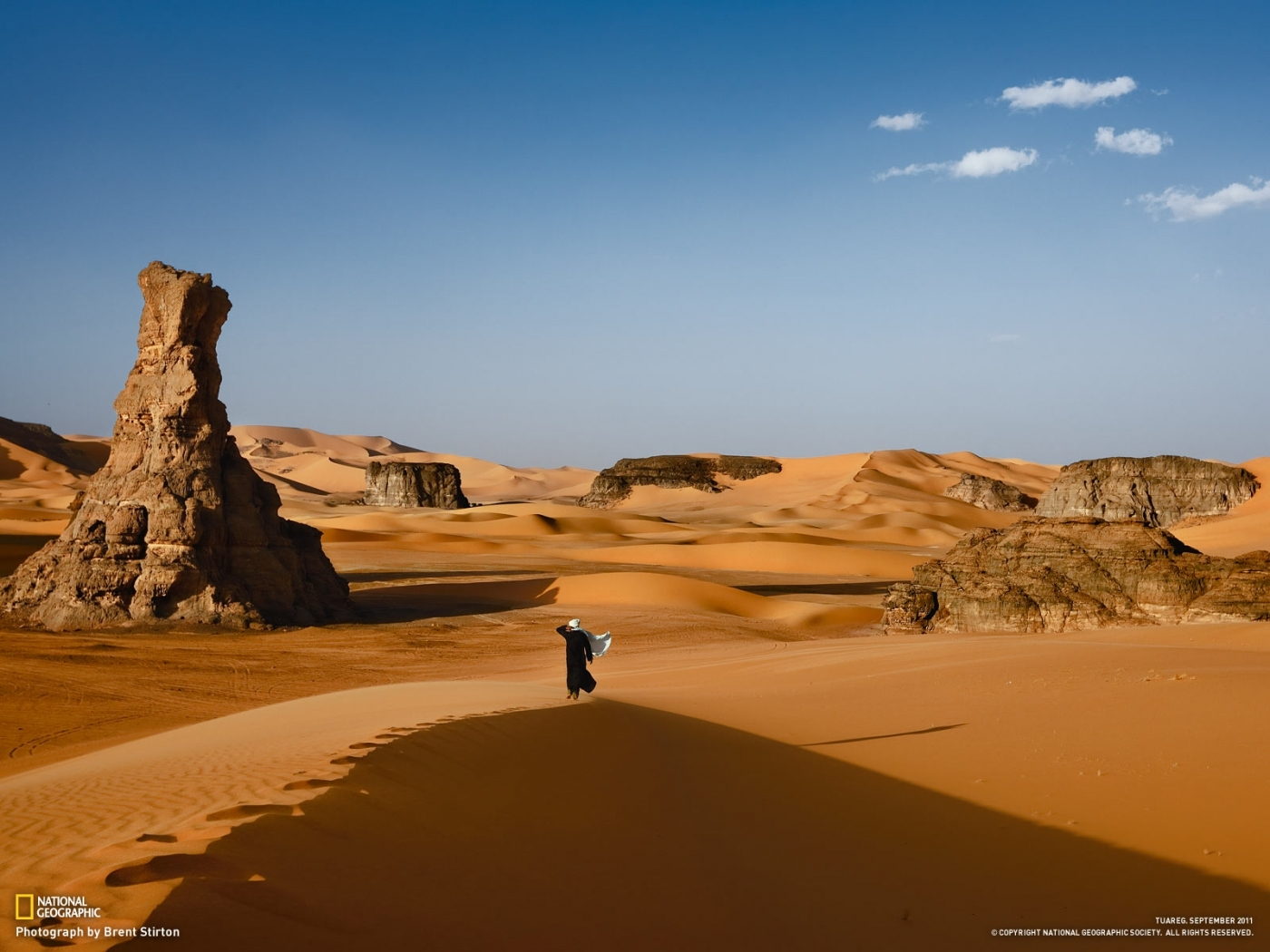 25618 download wallpaper Landscape, People, Desert screensavers and pictures for free