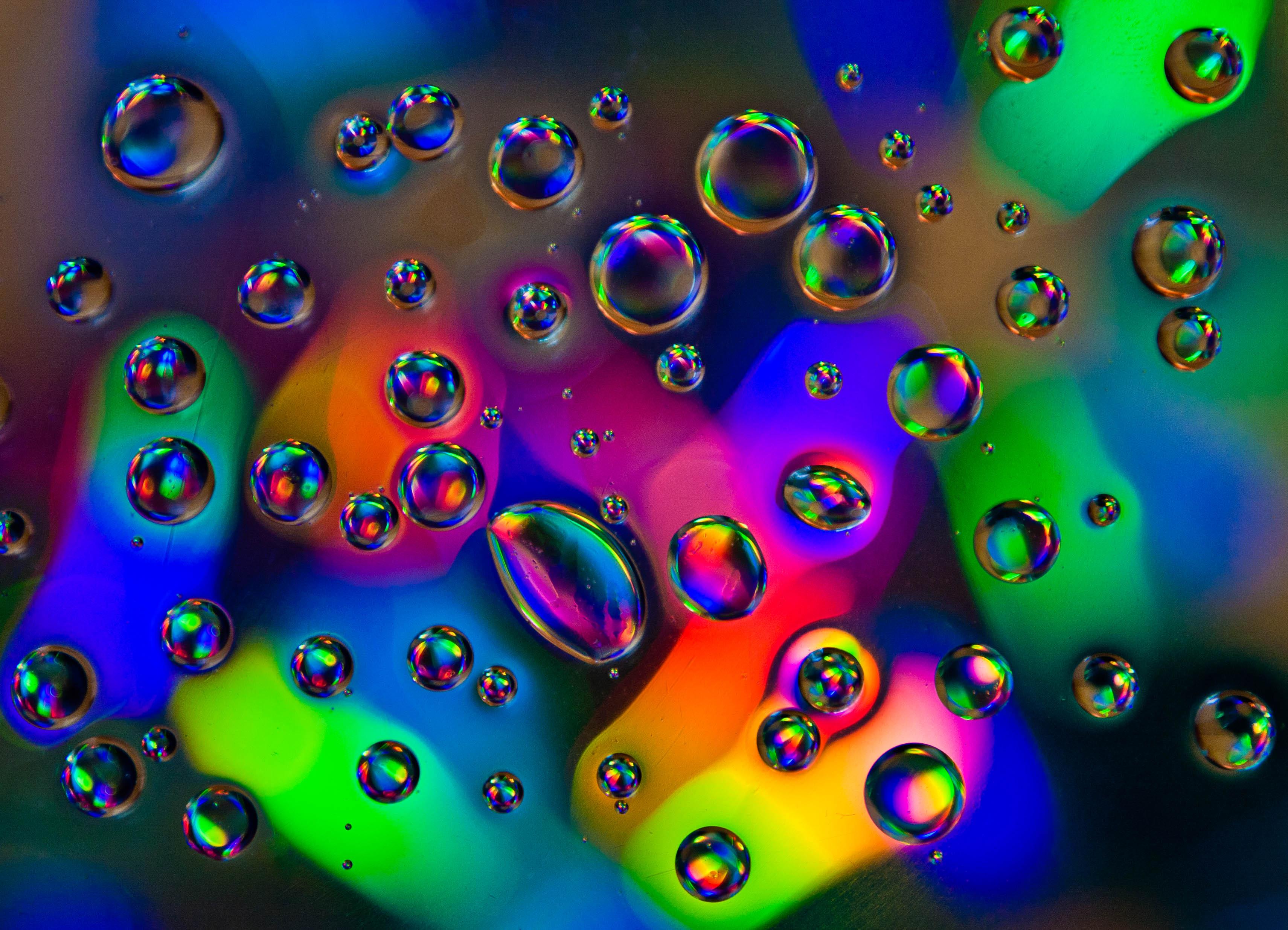 132328 скачать обои Макро, Капли, Разноцветный, Пузыри, Жидкость - заставки и картинки бесплатно