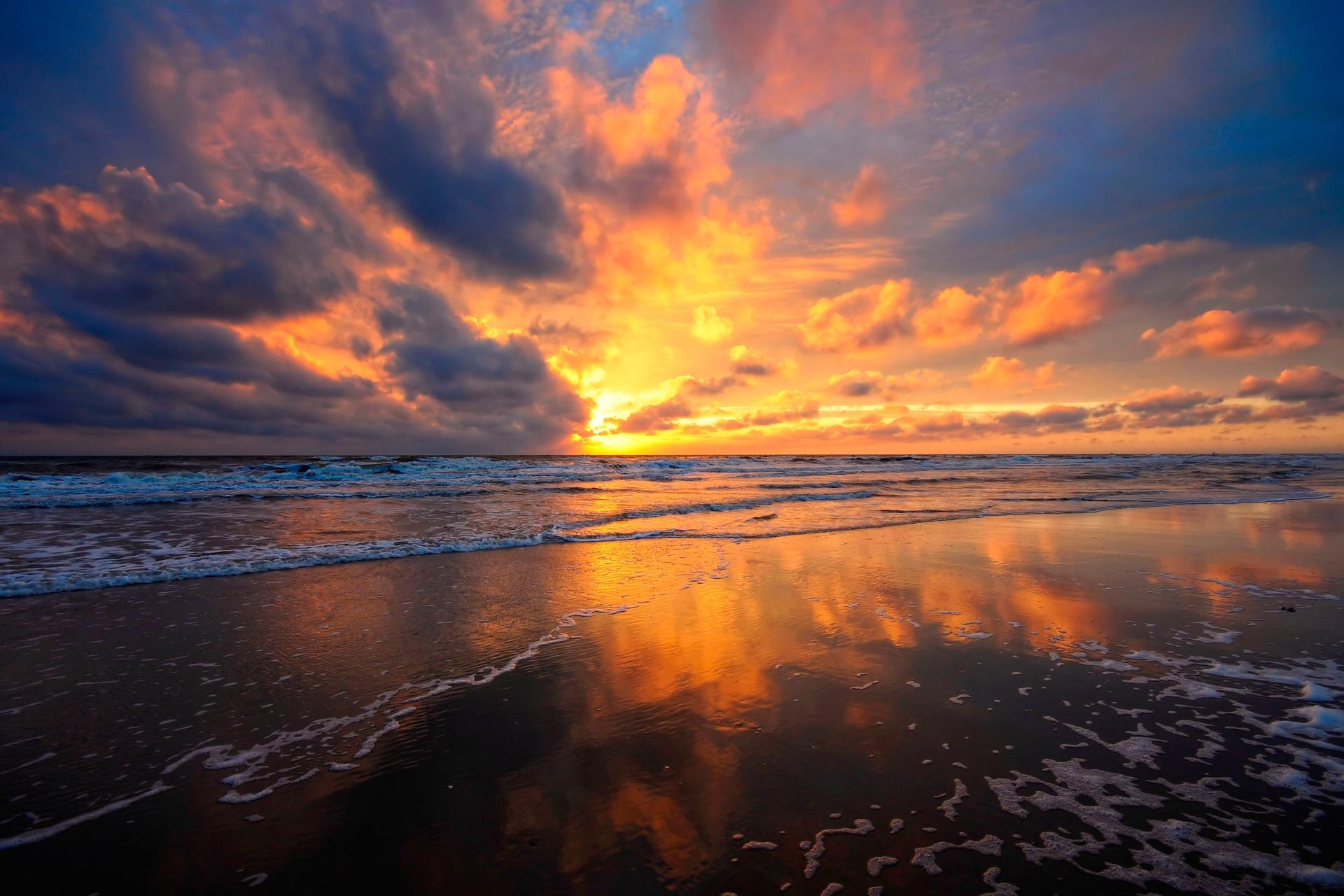 131012 télécharger le fond d'écran Nature, Coucher De Soleil, Sky, Mer, Nuages, Sable, Mouiller, Humide, Miroir, Réflexion - économiseurs d'écran et images gratuitement