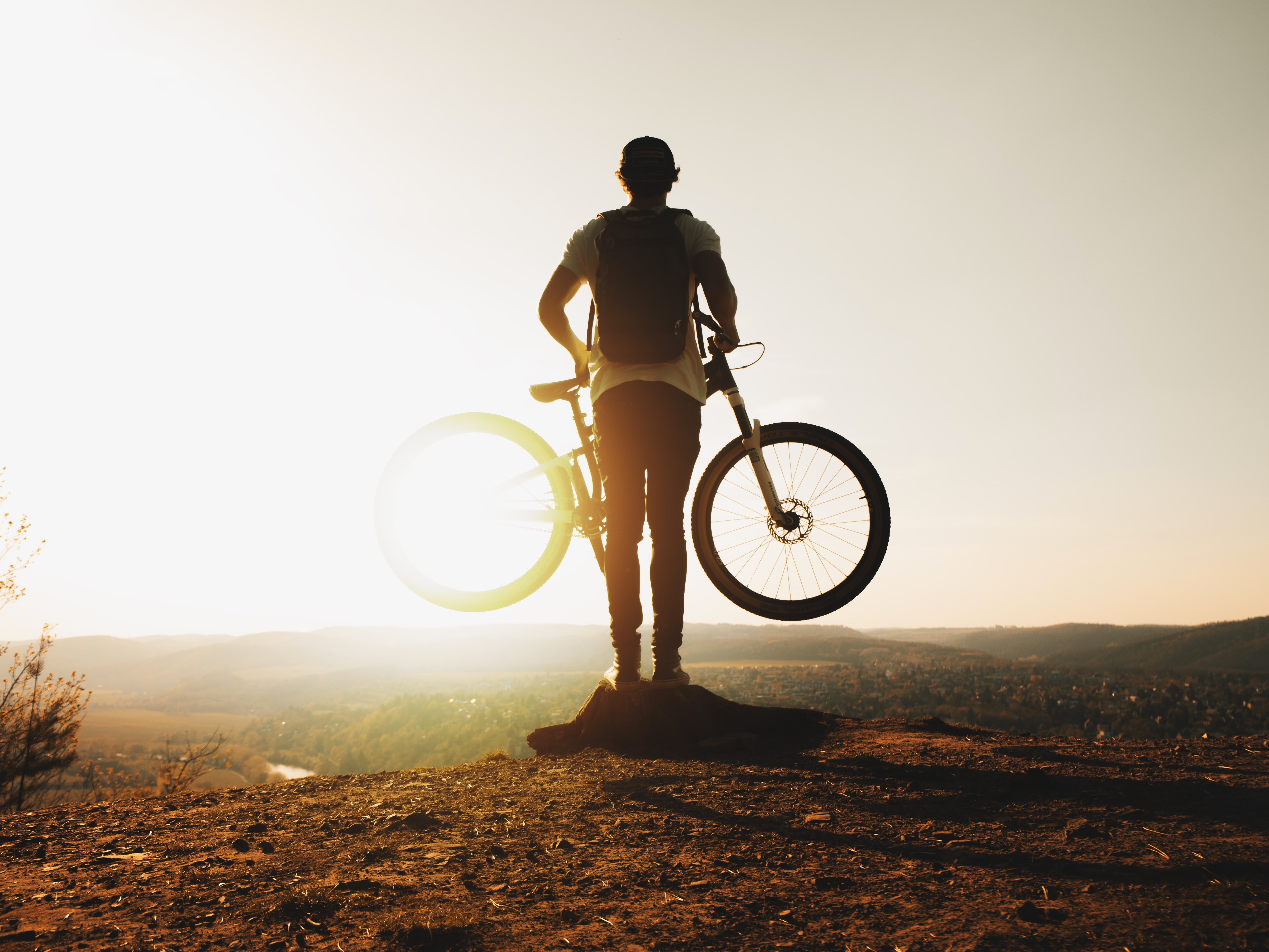 126271 download wallpaper Sports, Guy, Bicycle, Leisure, Active Rest, Mountains, Sun screensavers and pictures for free