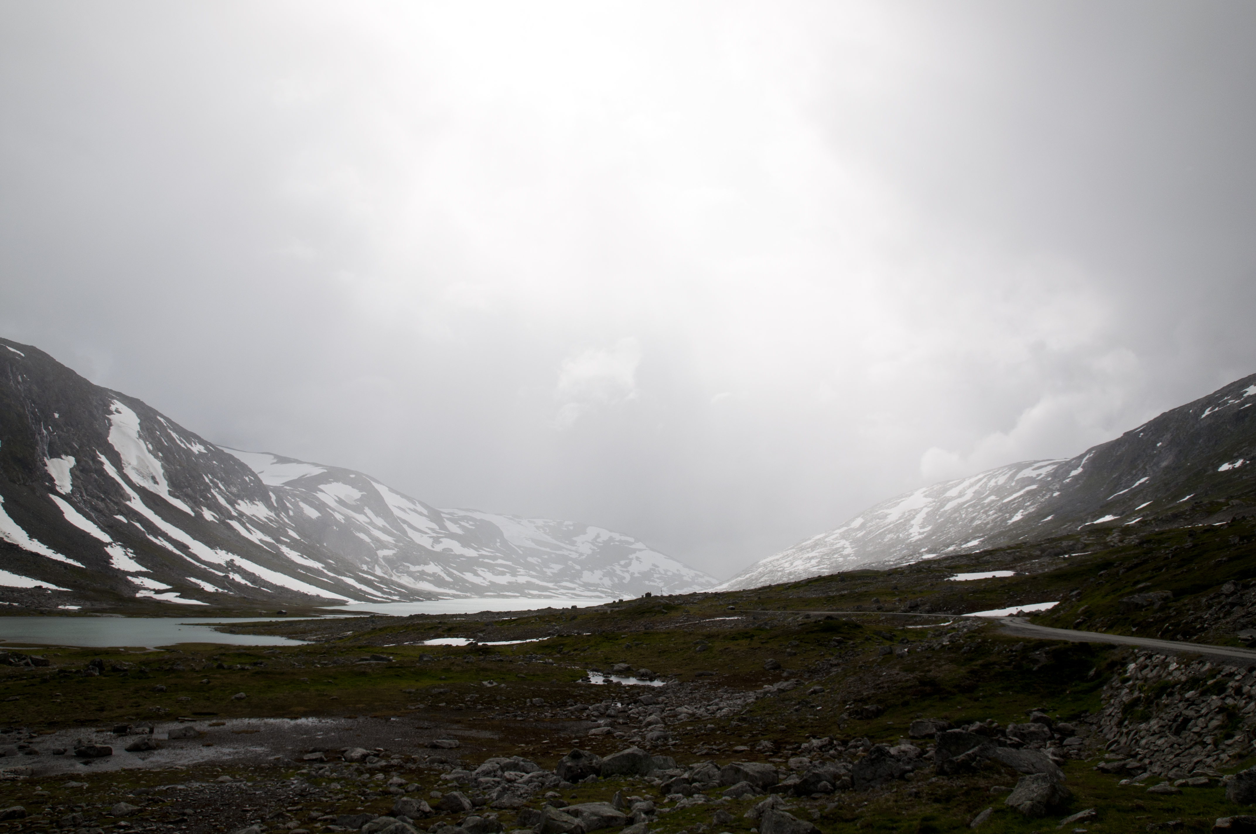 149764 download wallpaper Nature, Valley, Lake, Fog, Snow, Mountains screensavers and pictures for free