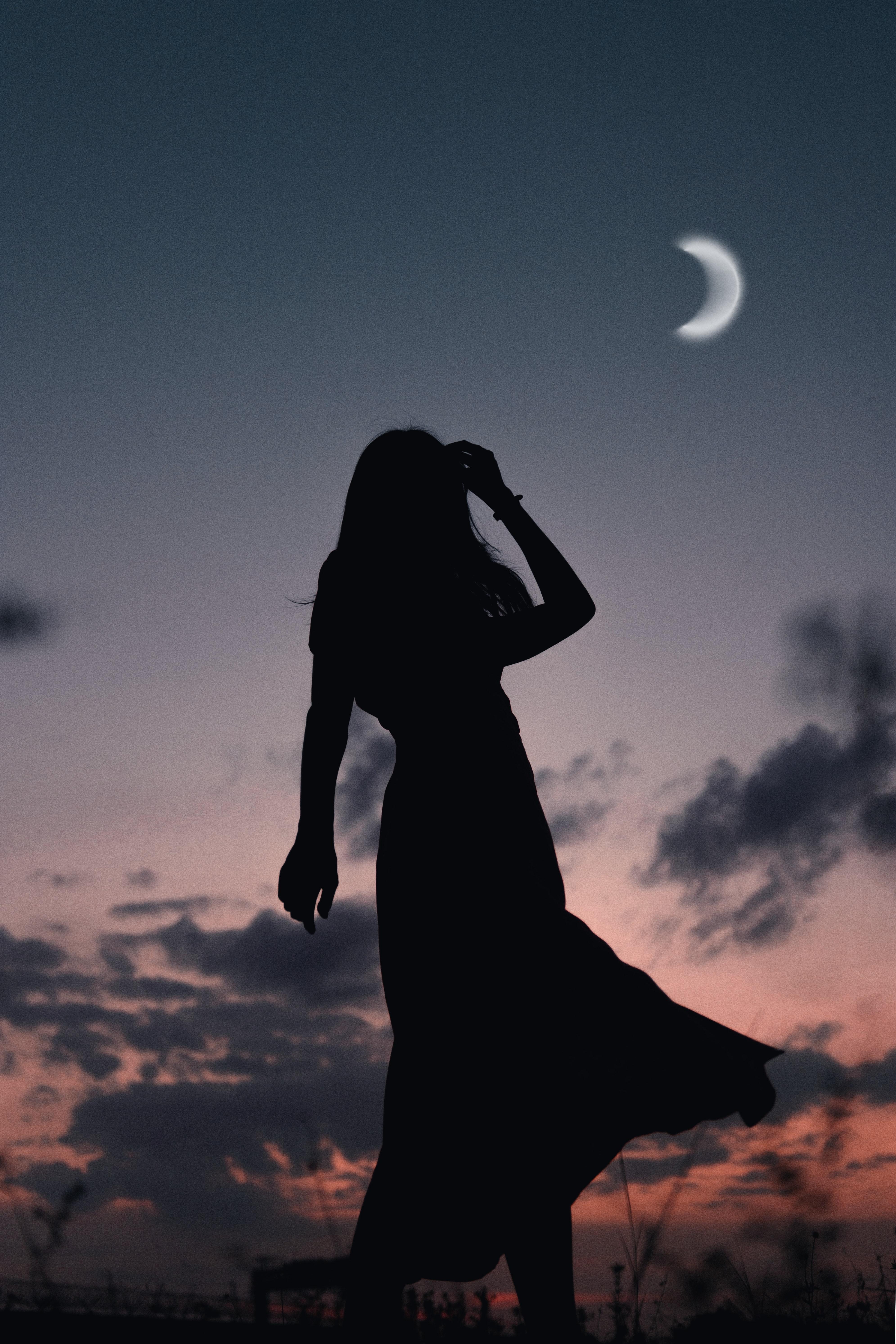 120175 скачать обои Темные, Девушка, Силуэт, Луна, Сумерки, Темный - заставки и картинки бесплатно