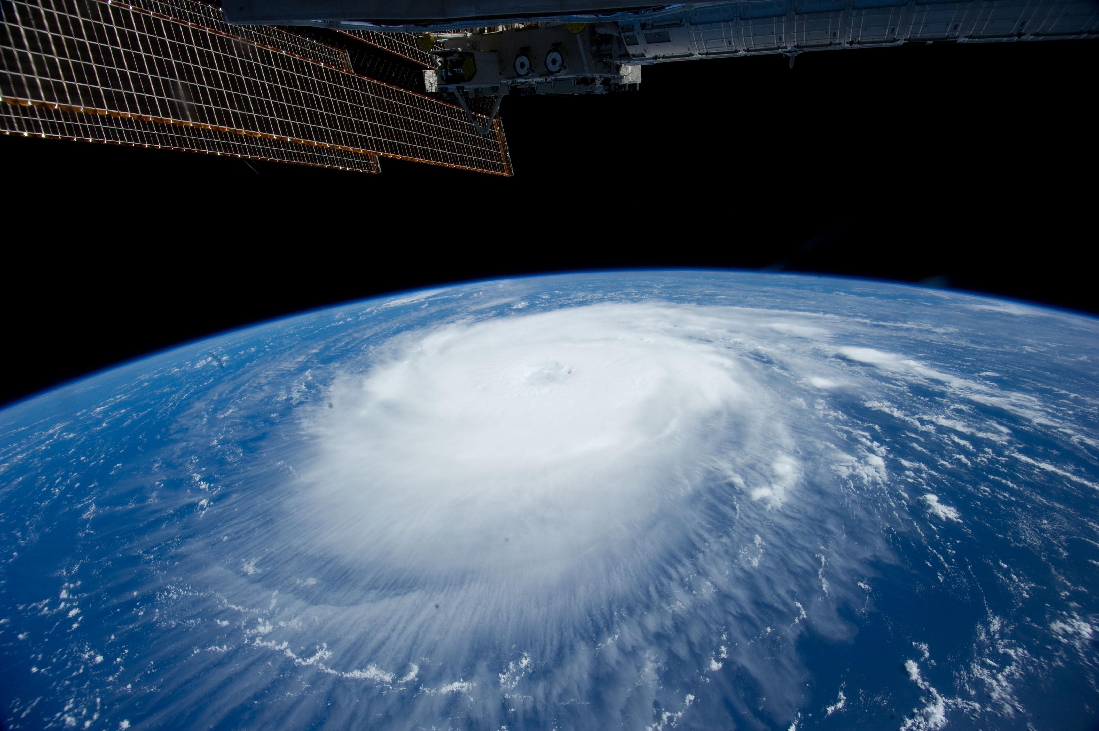 108723 économiseurs d'écran et fonds d'écran Nuages sur votre téléphone. Téléchargez Univers, Nuages, Élément, Terre, Ouragan, Iss images gratuitement
